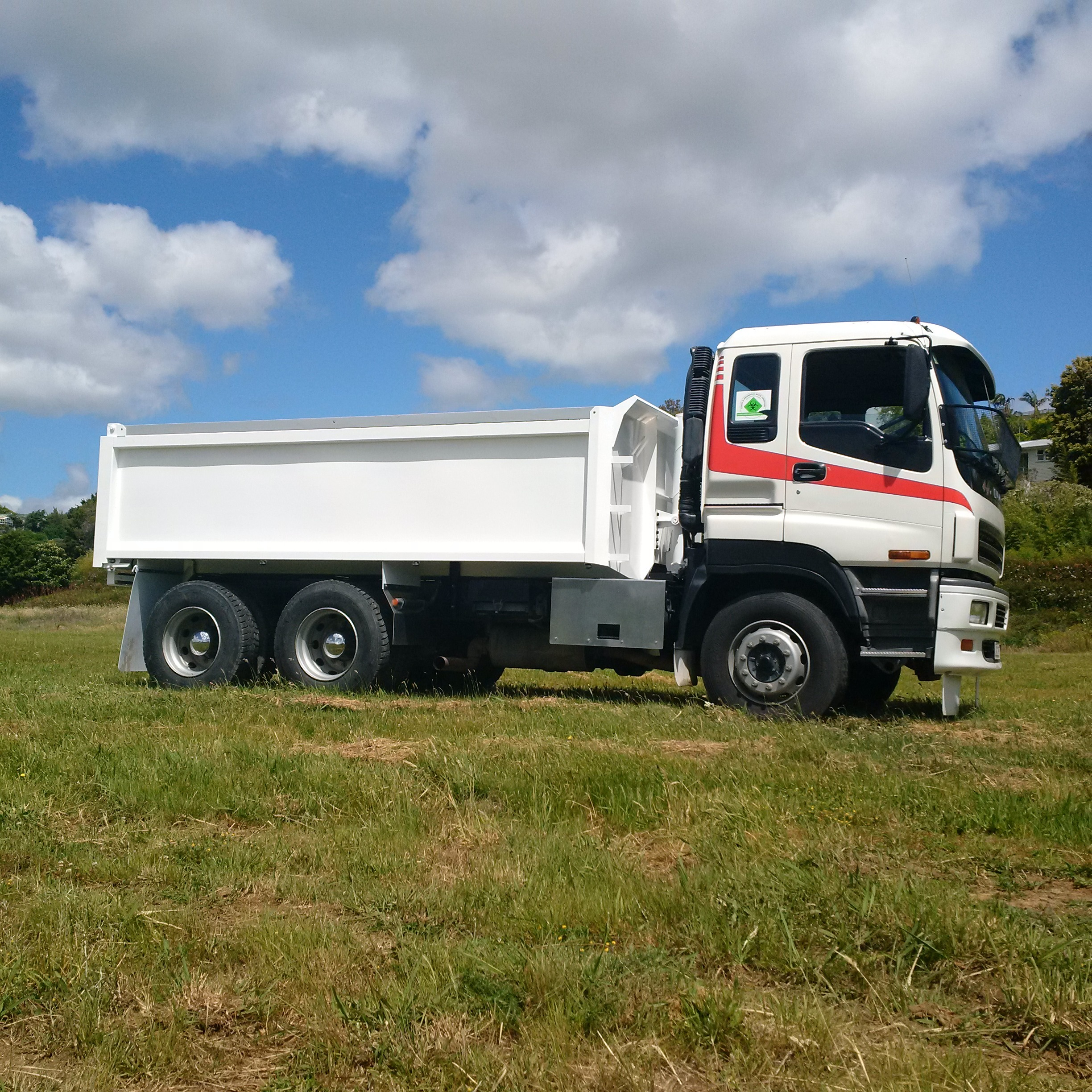 New 4.8m tipping body fitted to Isuzu CXZ400