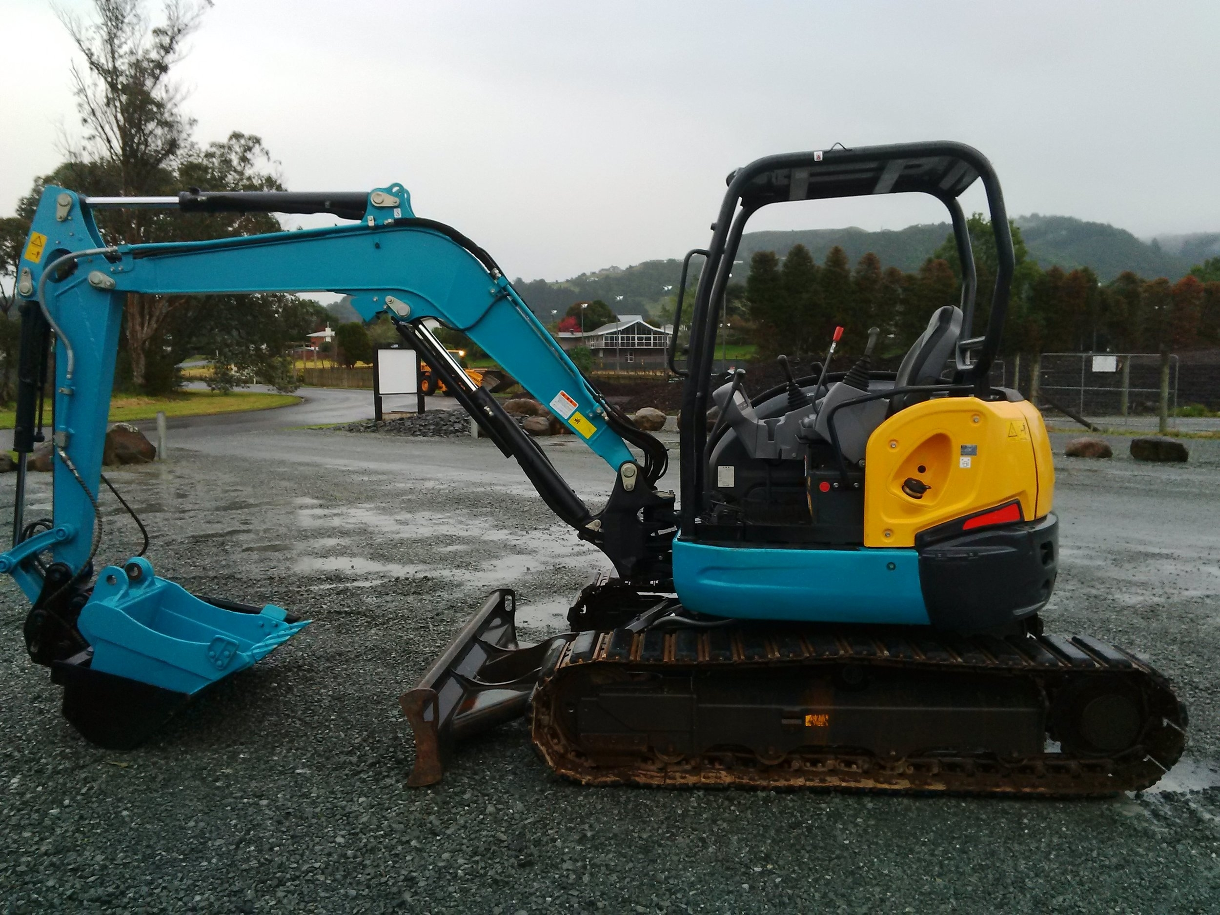Kubota U40-6, fitted with JB hydraulic hitch & NSP tilt bucket