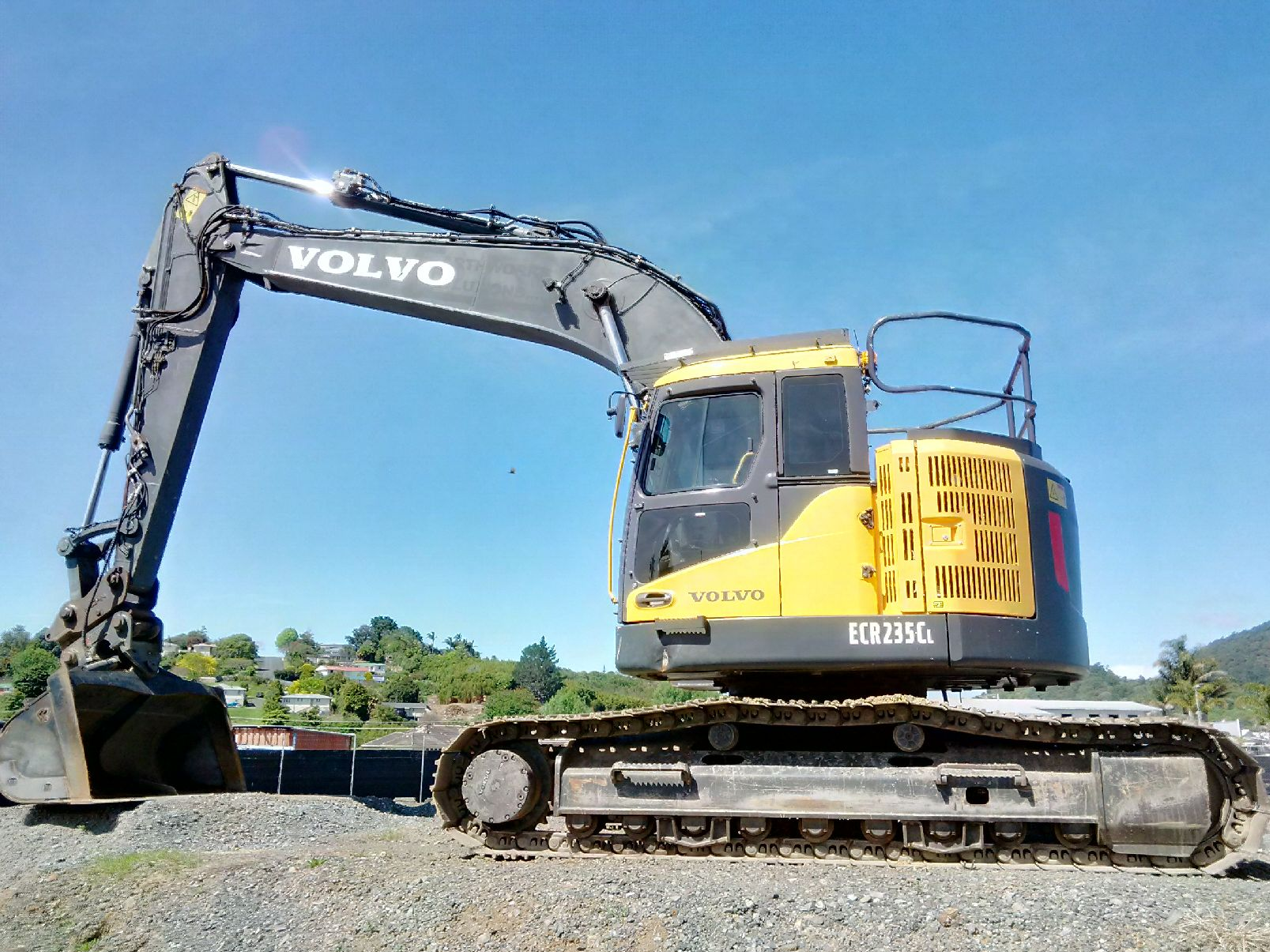 Volvo EC235CL, fitted with Hyd hitch and Robur tilt bucket