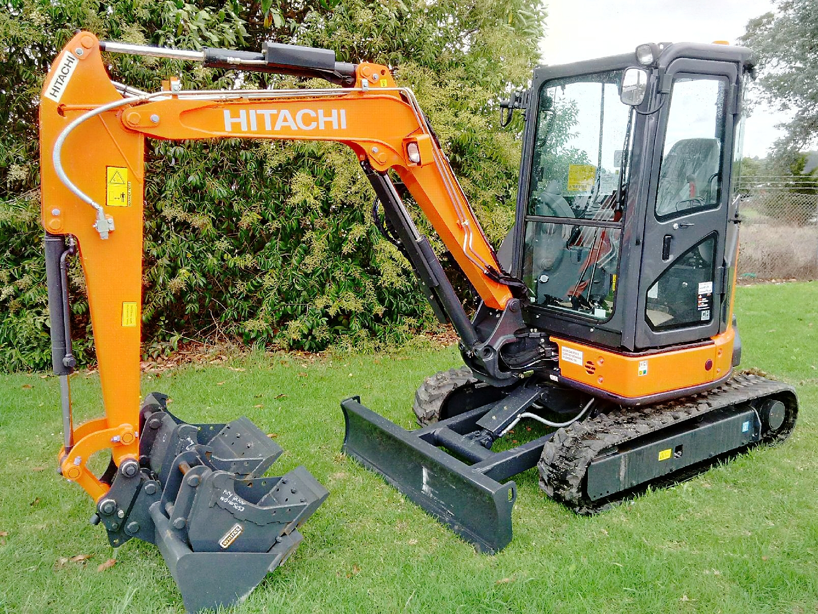 2016 New Hitachi ZX33U-5A excavator with hitch & 3 buckets