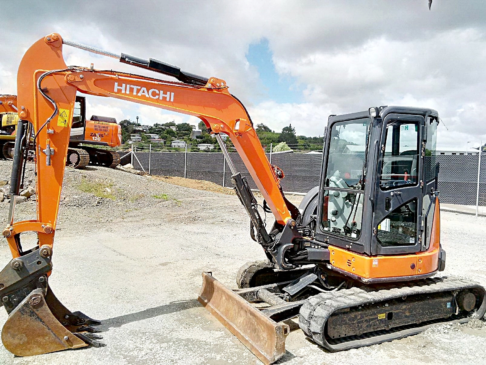 2014 Hitachi ZX55U-5A excavator fitted with hyd hitch & GP bucket