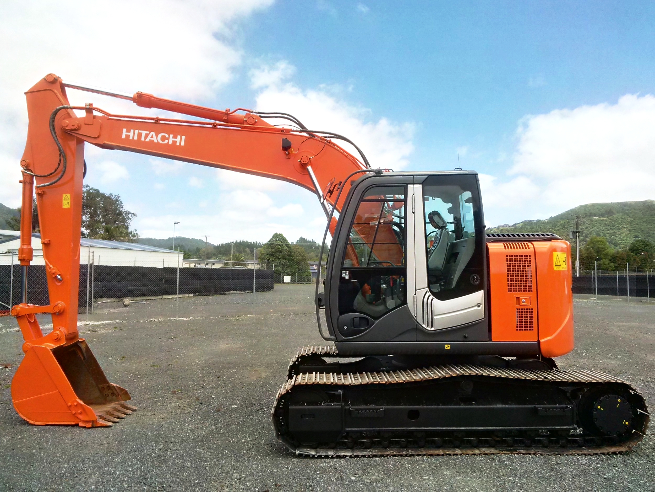 2013 Hitachi ZX135US-3 with GP bucket