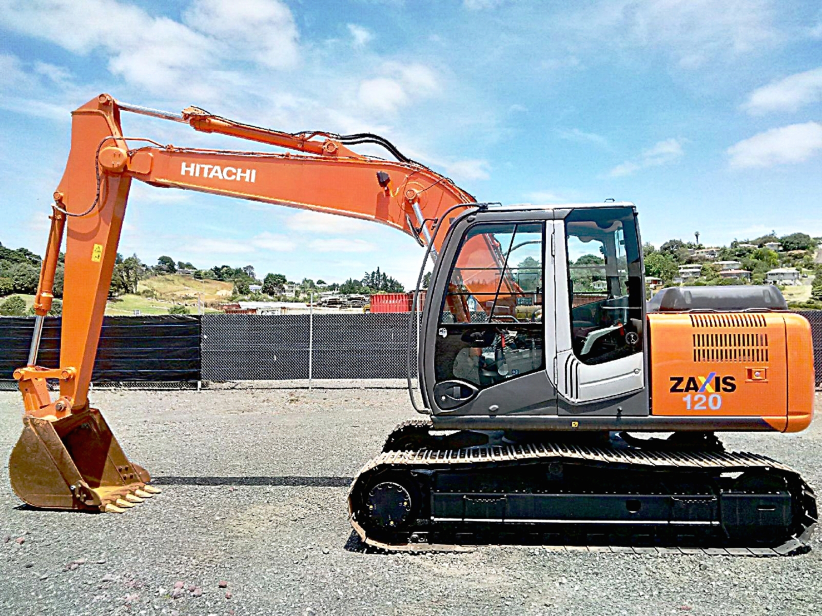 2011 Hitachi ZX120-3 excavator with GP bucket