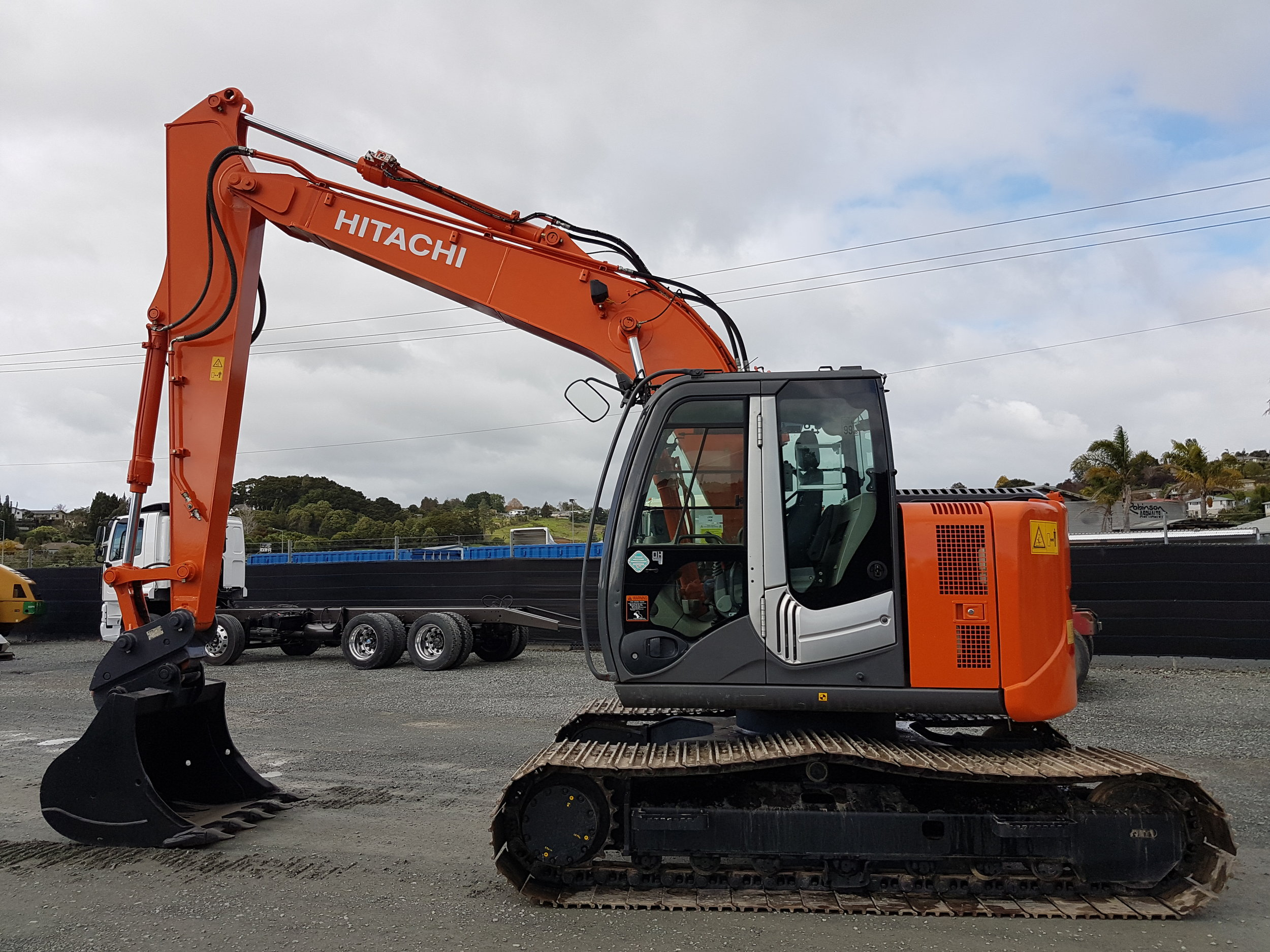 2012 Hitachi ZX135US-3 excavator, fitted with hyd hitch & Robur tilt bucket