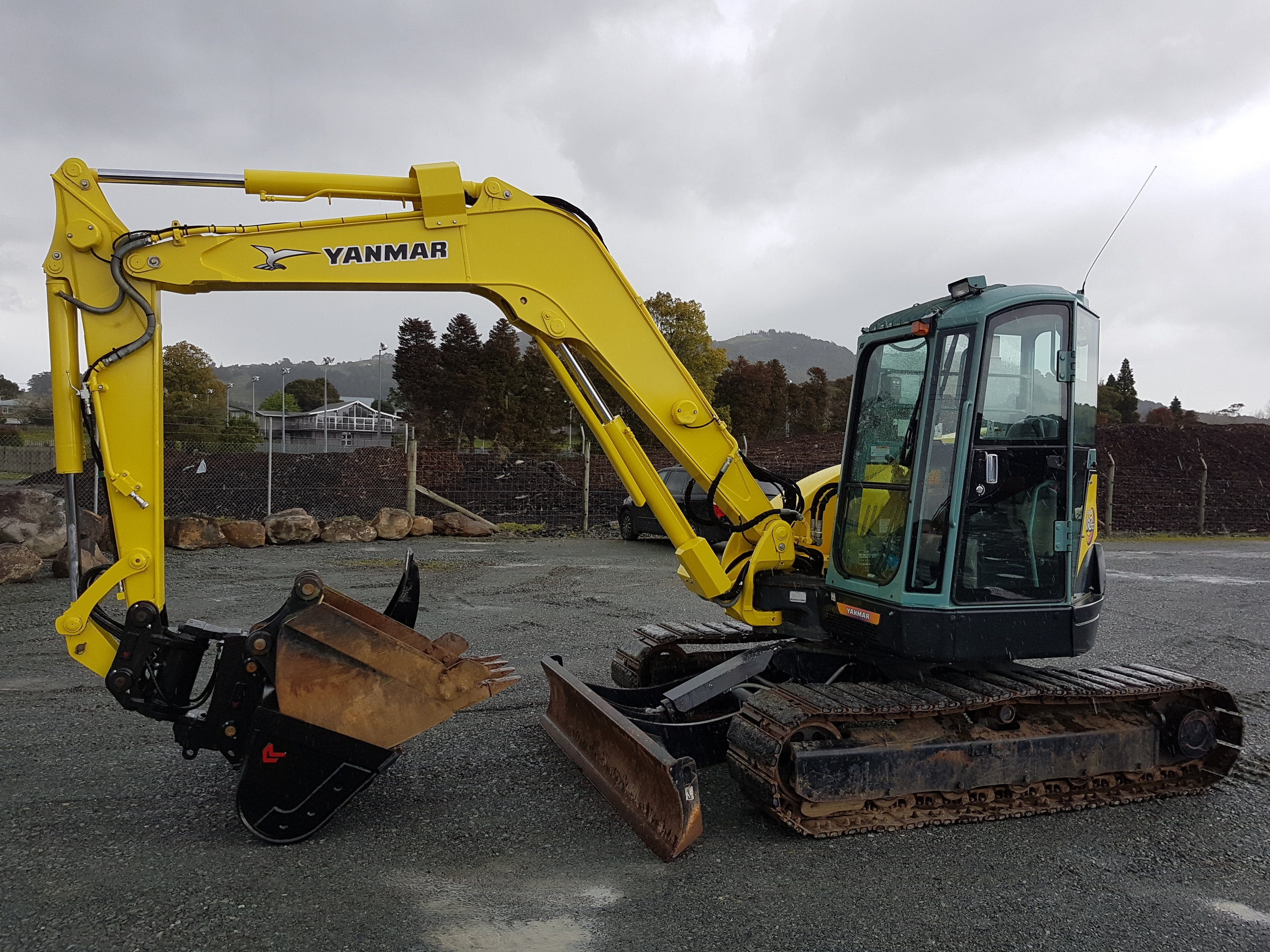 Yanmar Vio70-3 fitted with Robur Powertilt tilting coupler, wide & trenching buckets