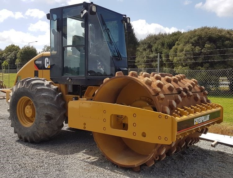 CAT CS533E 10T roller with padfoot shell kit