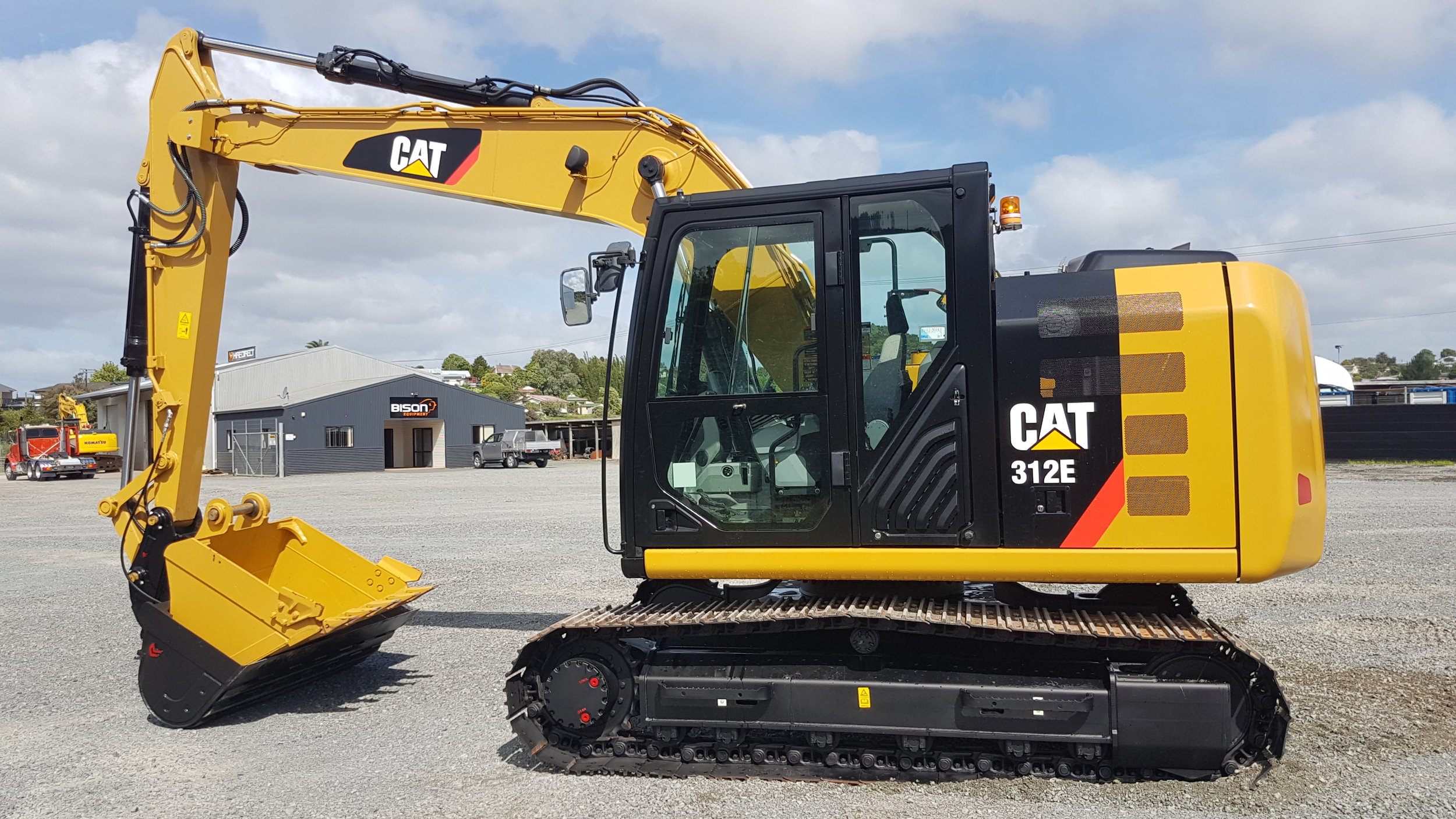 2014 CAT 312E, fitted with Robur Hitch & Tilt Bucket - only 130 hours!