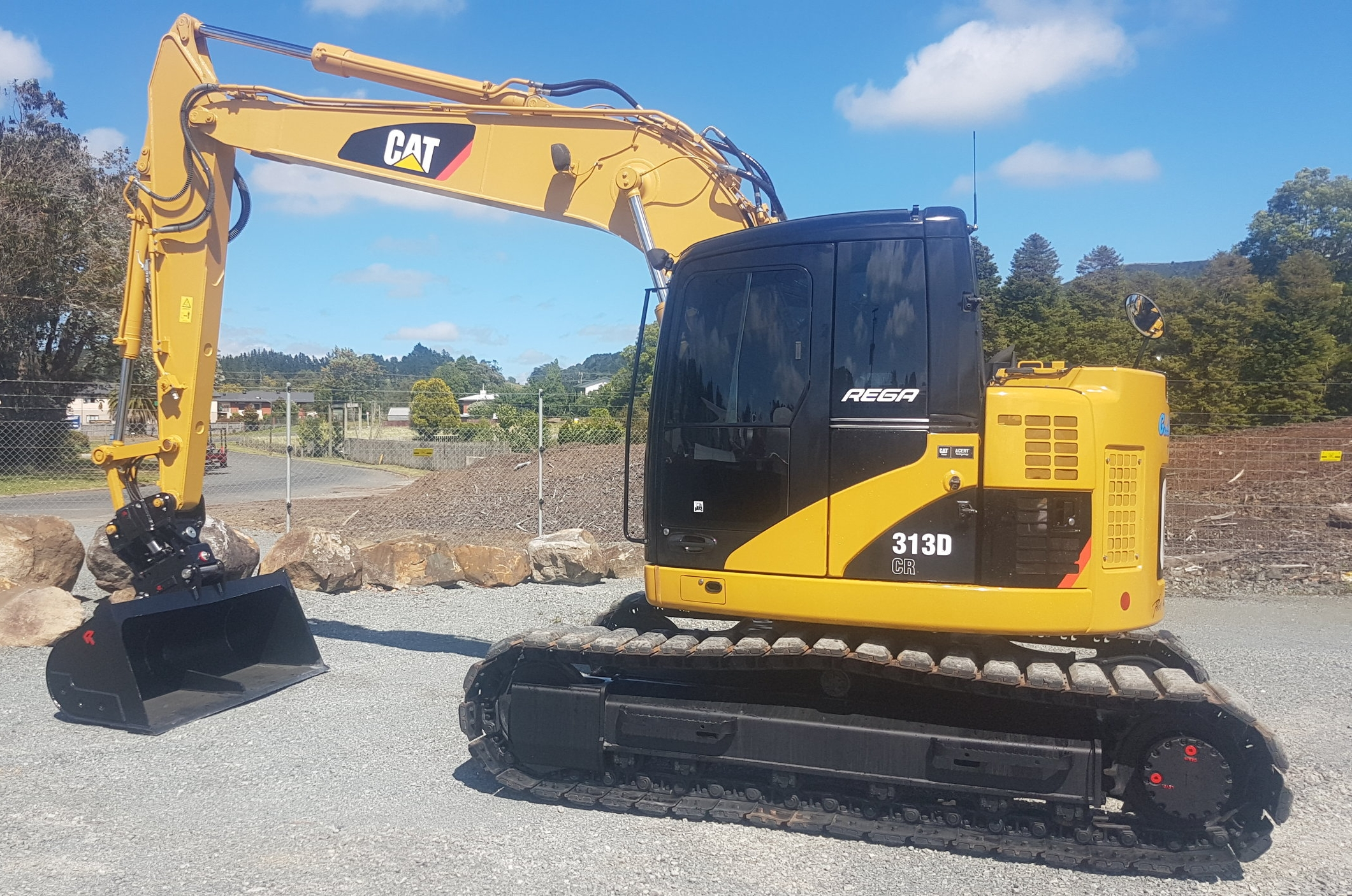 2012 CAT 313DCR, fitted with Robur Tilt-Hitch & Wide Bucket - only 400 hours