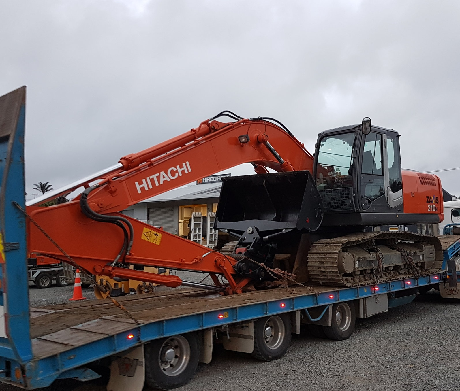 2013 Hitachi ZX210H-3, fitted with Robur Hitch & Tilt Bucket