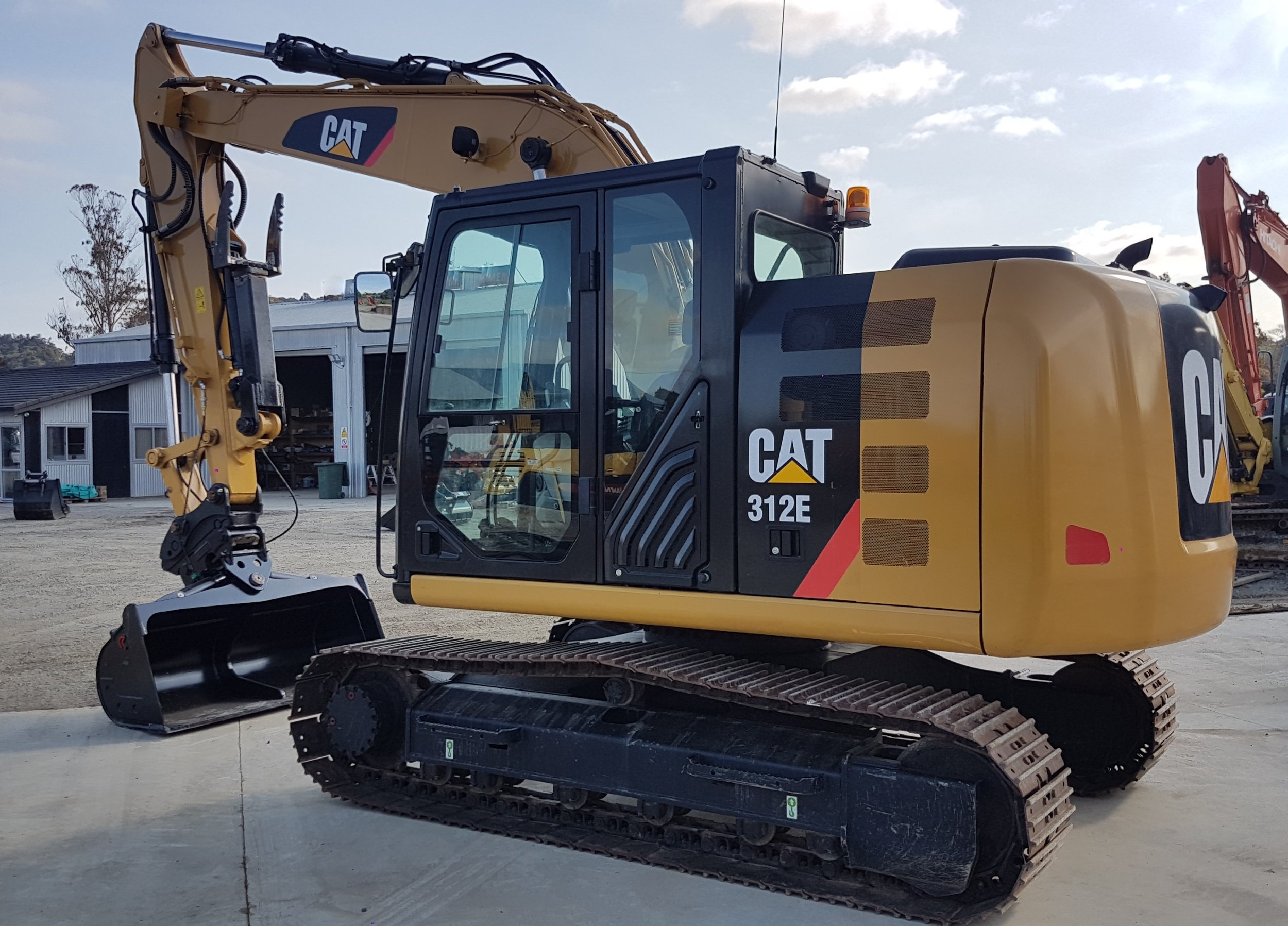 CAT 312E fitted with Chubbs Thumb, Robur Hitch & Tilt Buckets - only 800 hours!