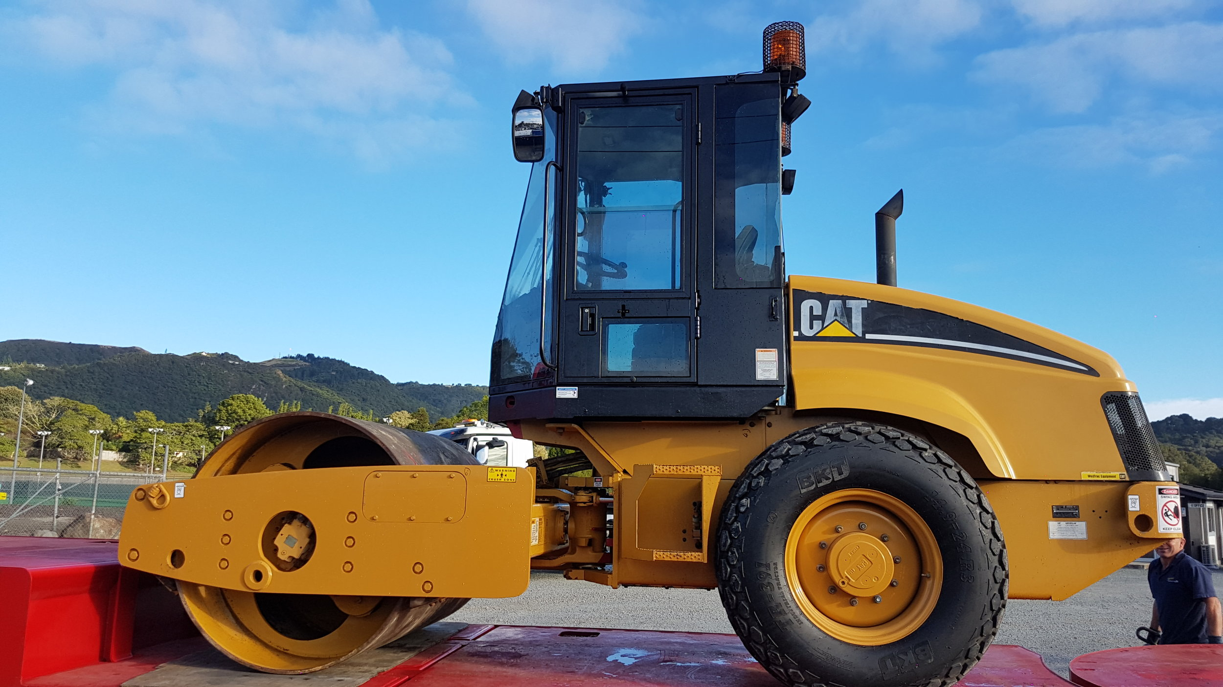 CAT CS433E Roller to South Island - Only 1042 hours!