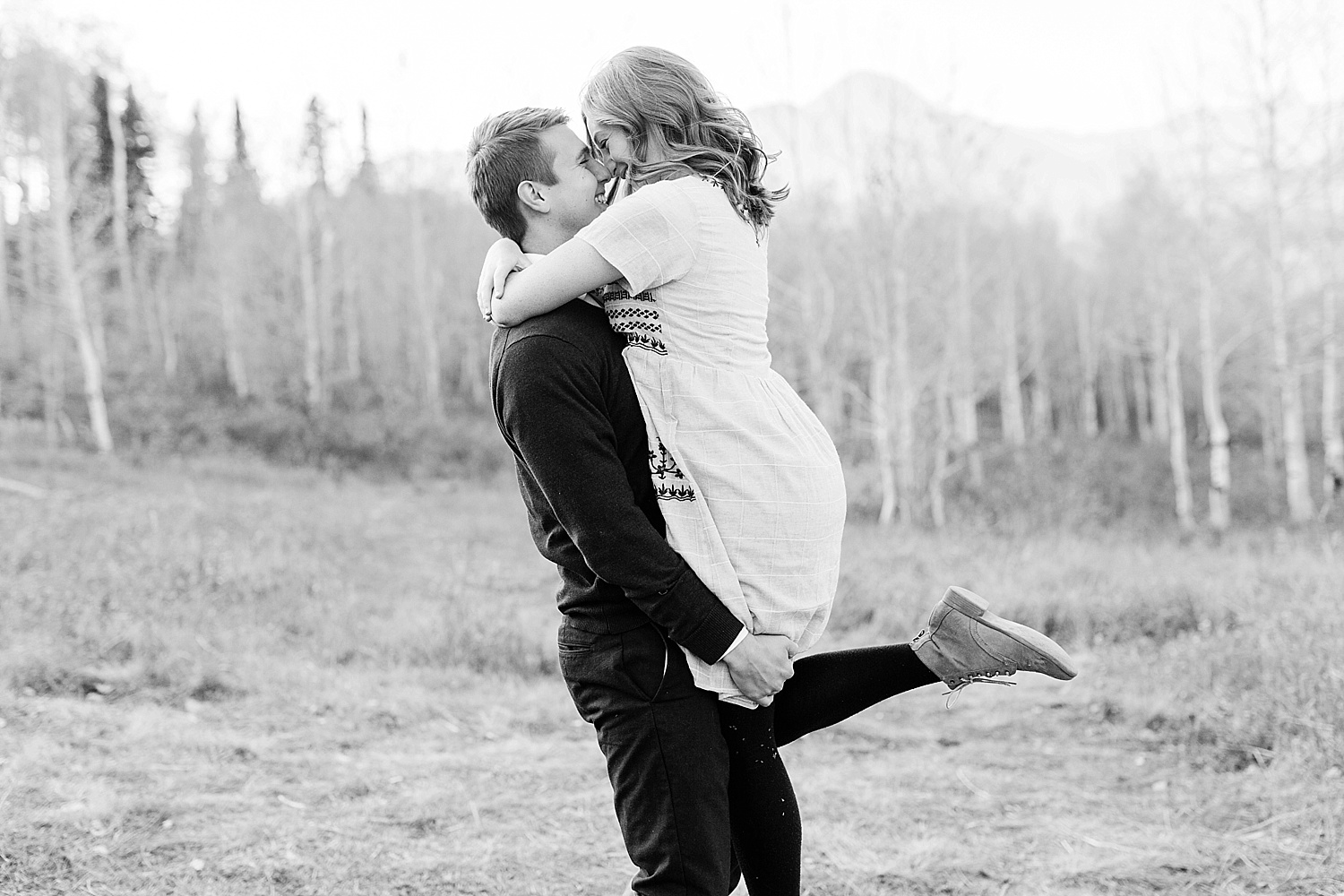 greenapplephotography_0042_utahengagement_mountains.jpg