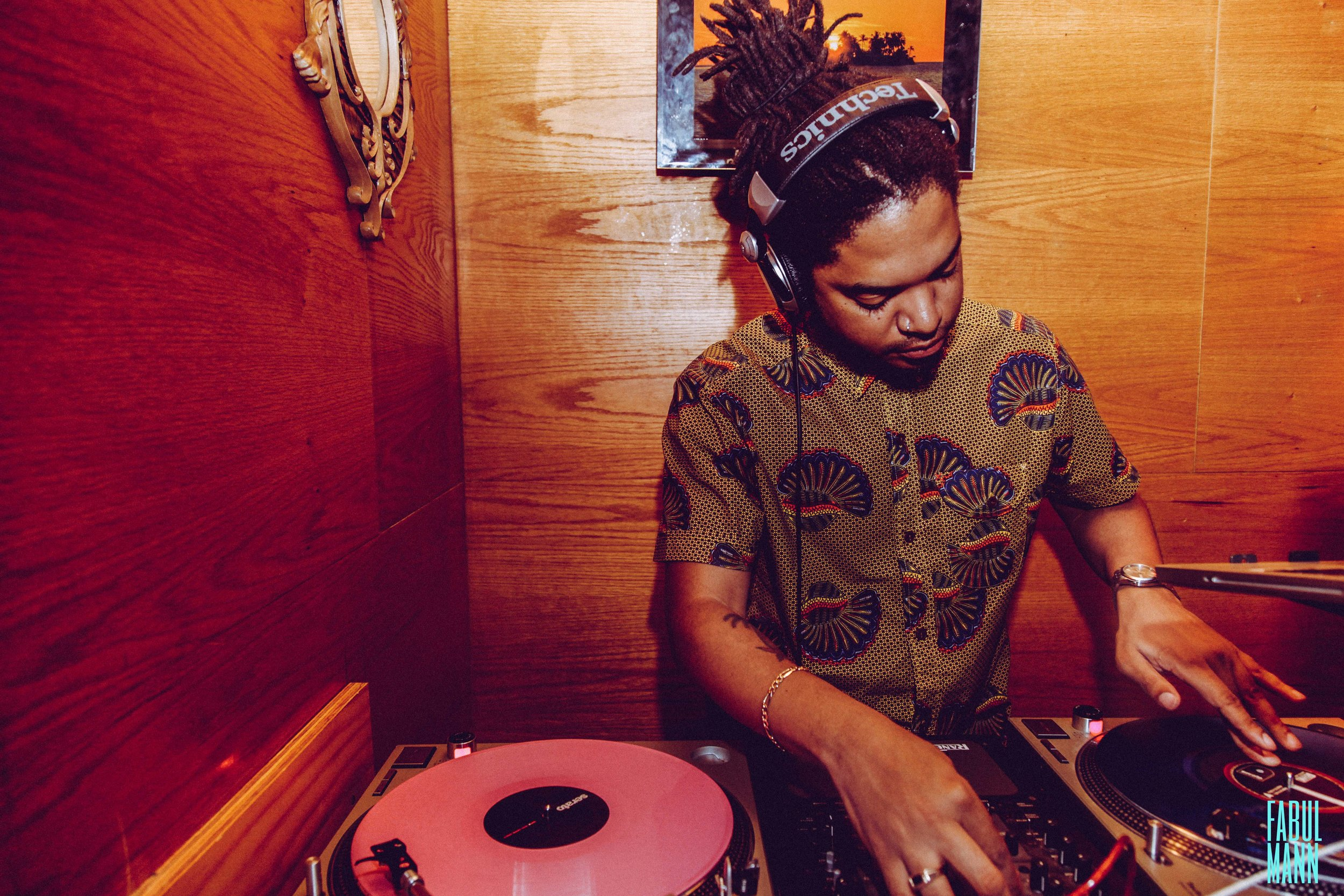 Tek-it-izi // DJ