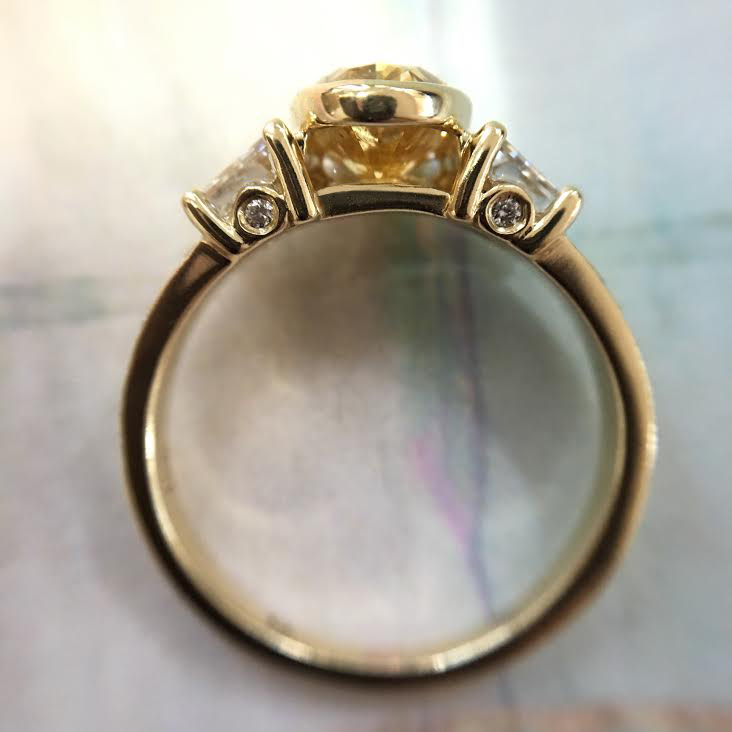 Open bezel for center diamond and little diamonds on the sides.