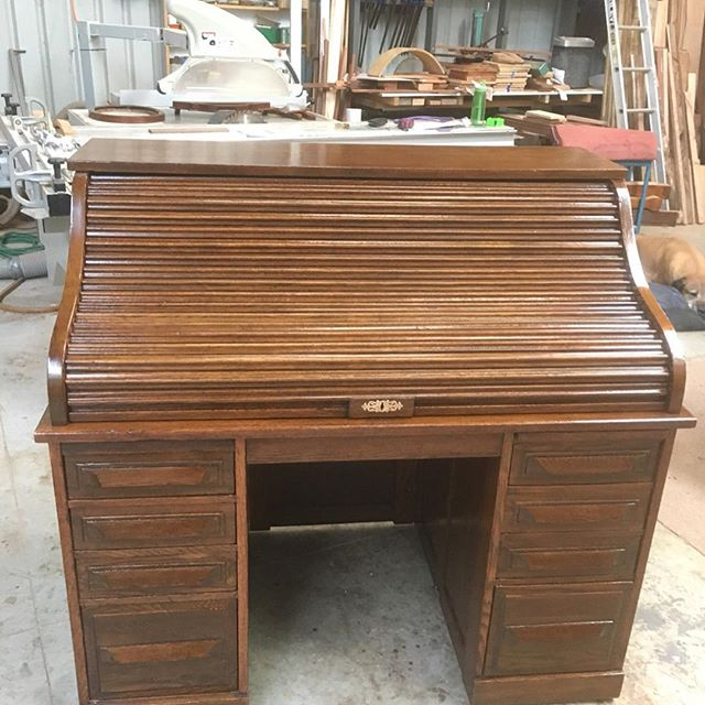 Cutlers roll top desk. I have revived the existing finish. Sorry I forgot to take the before shots. . . .  #woodcarving #carving  #finefurniture #chair #furnituremaker #chairmaking #woodworking #handmade #furniturerestoration #antiquerestoration #frenchpolishing #shellac #workshops #reproductionfurniture #kyneton #macedonranges