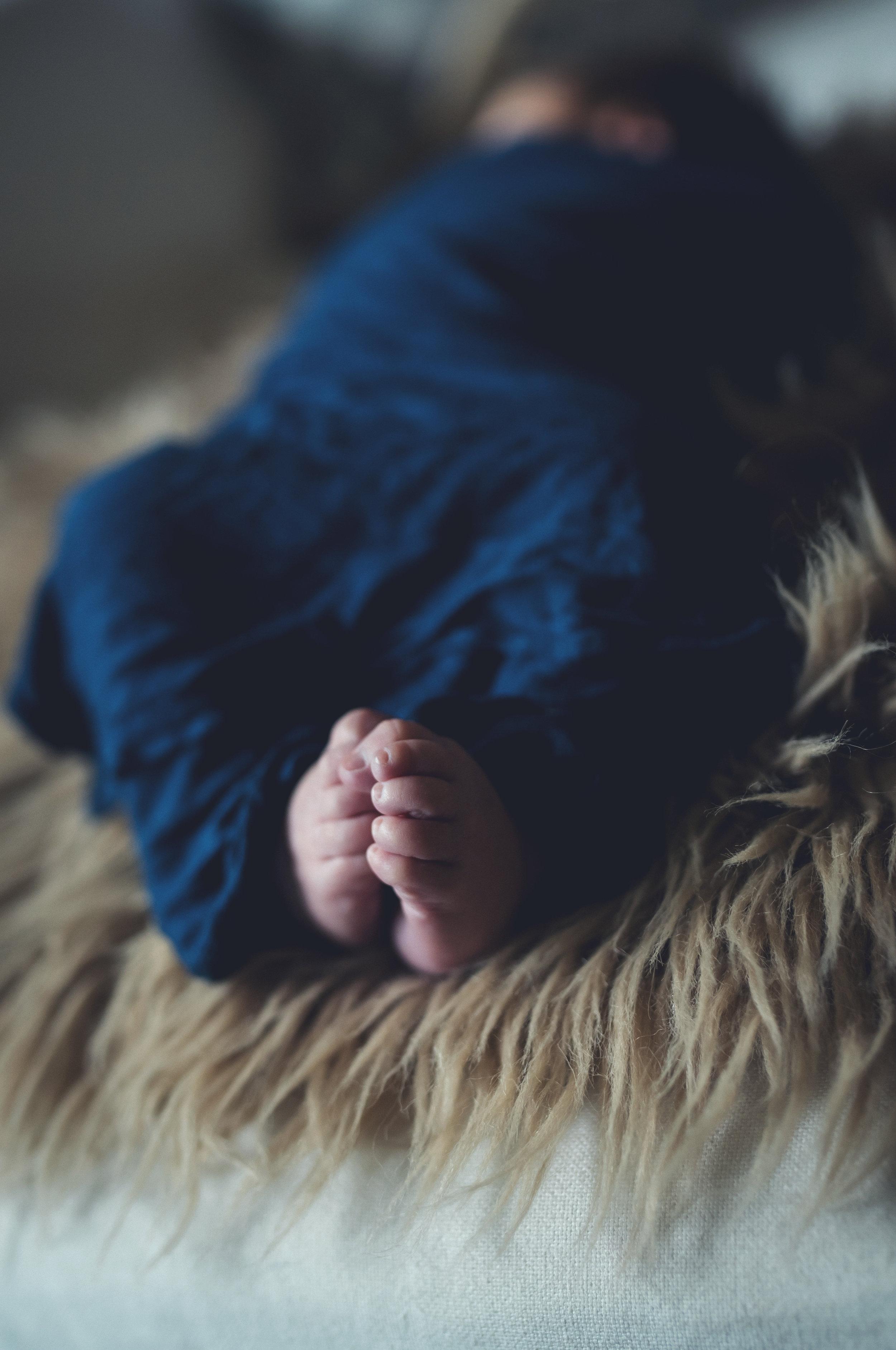 praying feet. kristin grover images. Jacksonville, fl newborn photographer. in home newborn. cooper