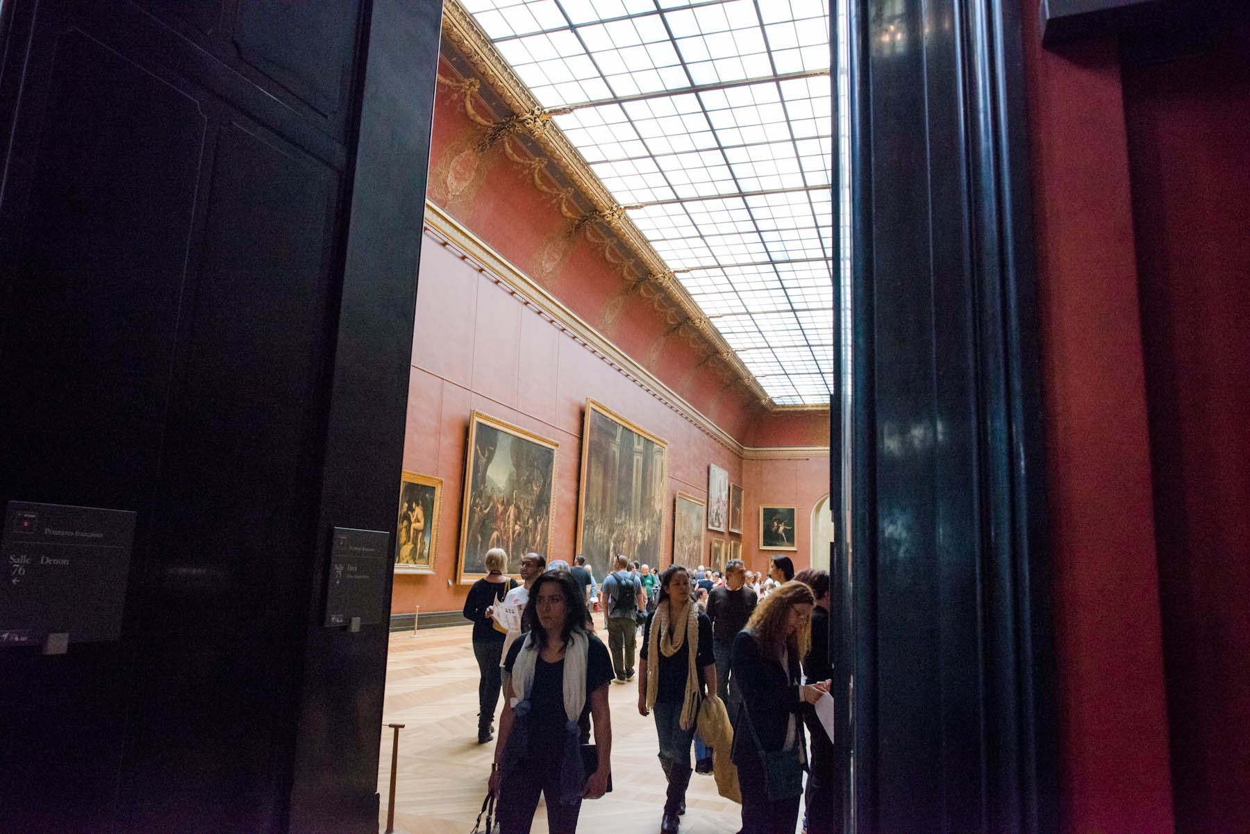 """Et un autre """"artistic"""" shot inside the Louvre. Doesn't dropping in some French make this seem more artistic?"""