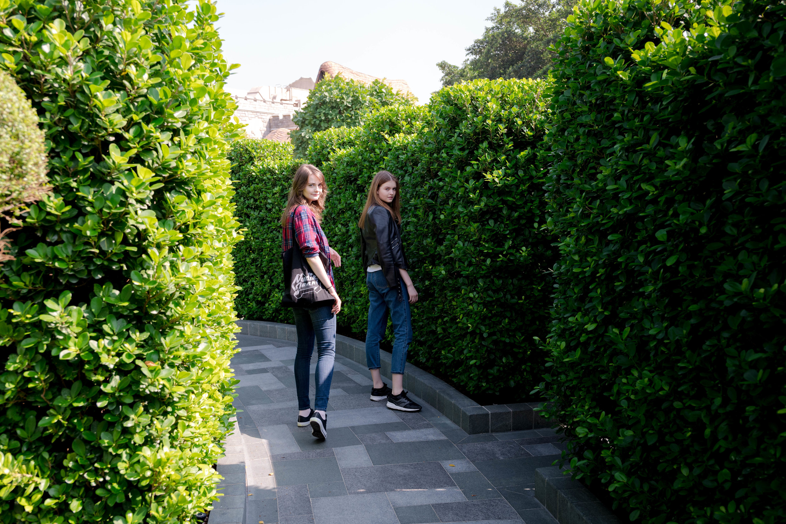 The autofocus completely missed focus on either Anna or Lessy's face in this image. The autofocus selected focus on the contrasty leaves of the closer hedges. I had to manipulate the camera's position to focus on the leaves closer to Anna and Lessy, in order to reasonably get focus.