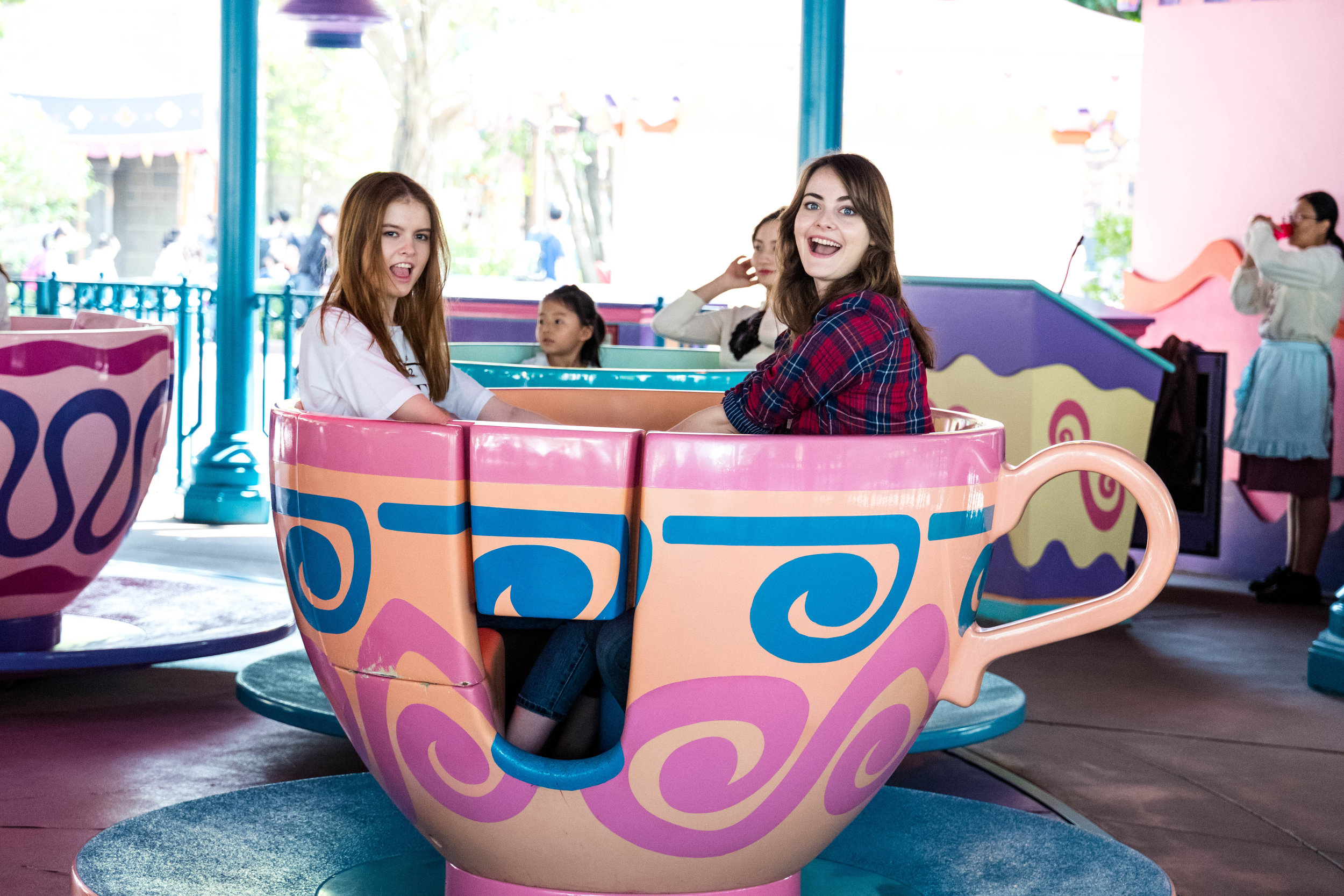 There wasn't enough contrast on either Lessy or Anna's face, especially with the teacup rotating and snaking round the perimeter of the ride. Instead, the autofocus locked onto the graphics of the teacup.
