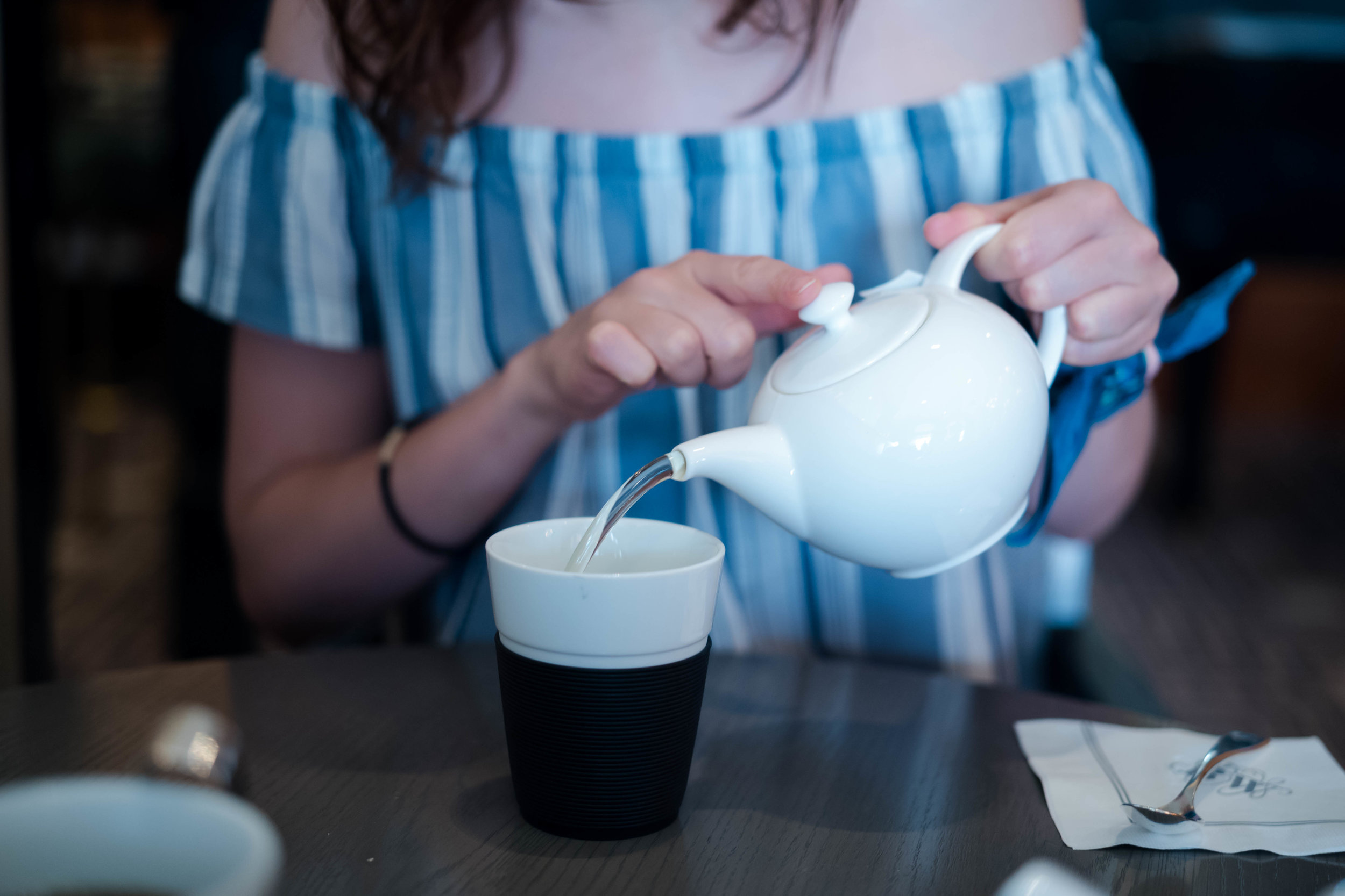 Pouring tea. Leica APO 50mm f/2 Summicron ASPH - wide open at ISO 1600