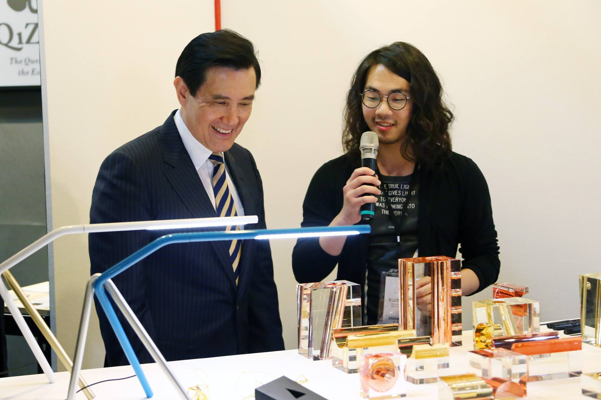 Director Ray Teng Pai introducing award winning products to the president.