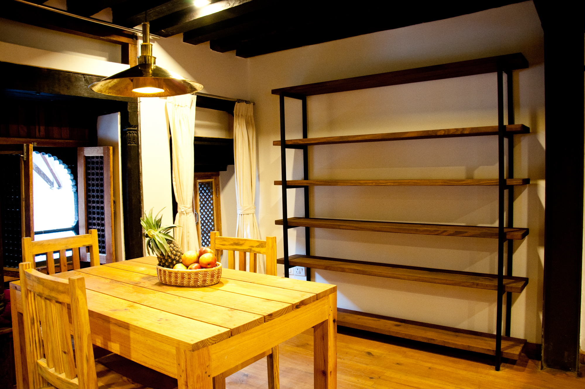 Pinewood with stain - Overhang shelves