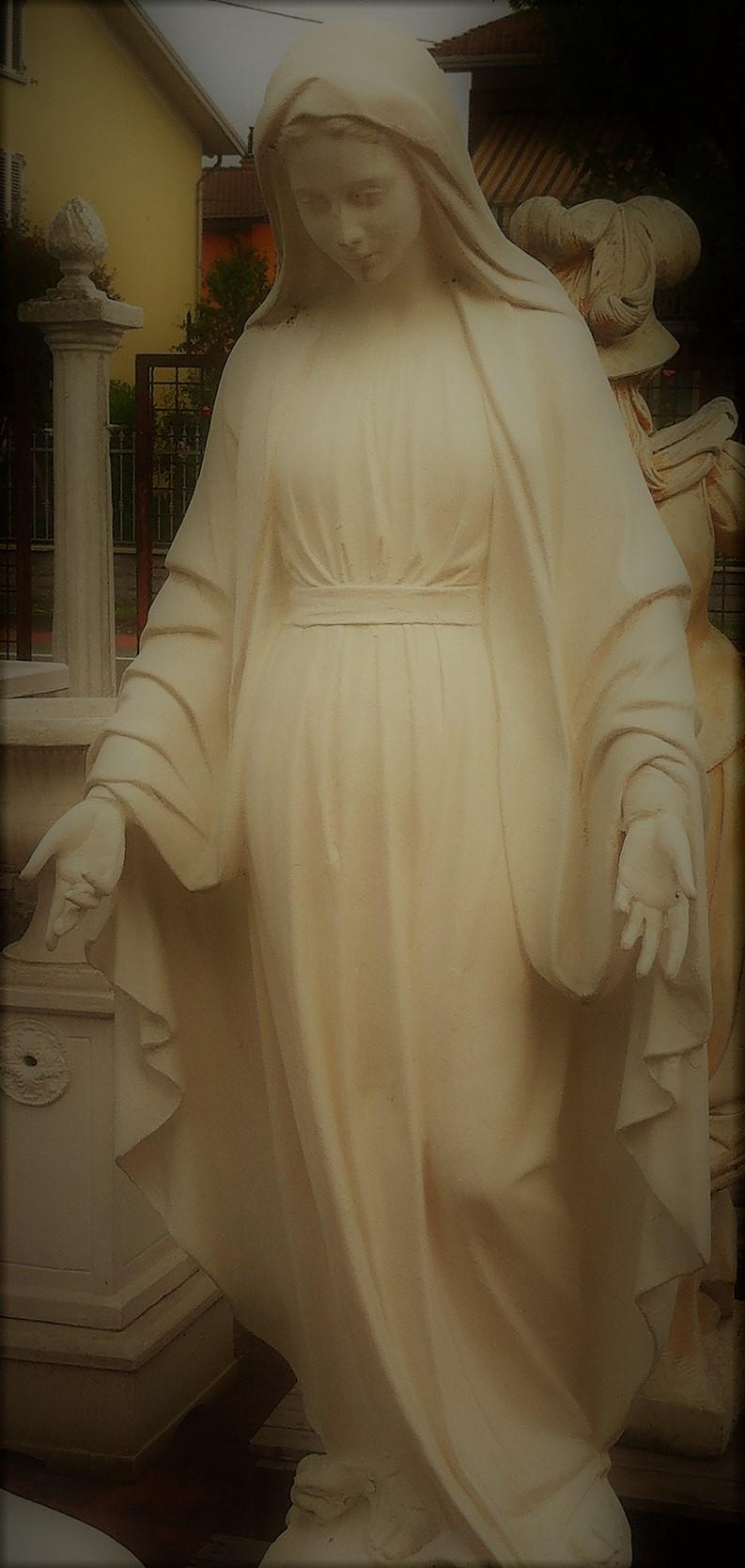 Svētās statujas