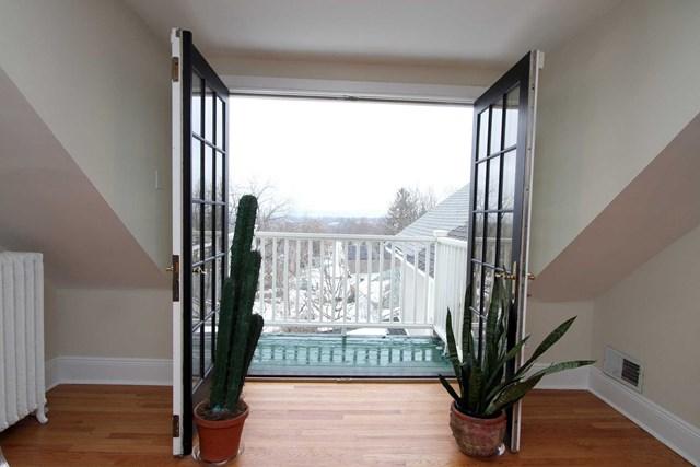 119 balcony.jpg