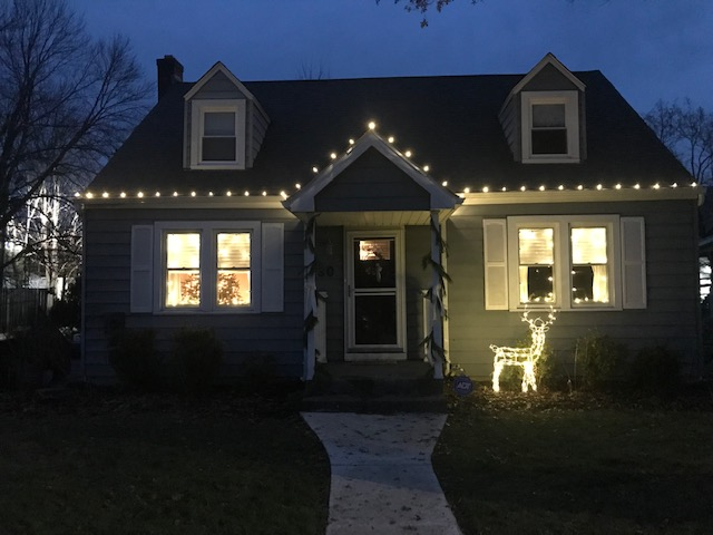 Lauren and Brent just moved to Beacon at the end of this past summer, and were excited to decorate their new home for the holidays!
