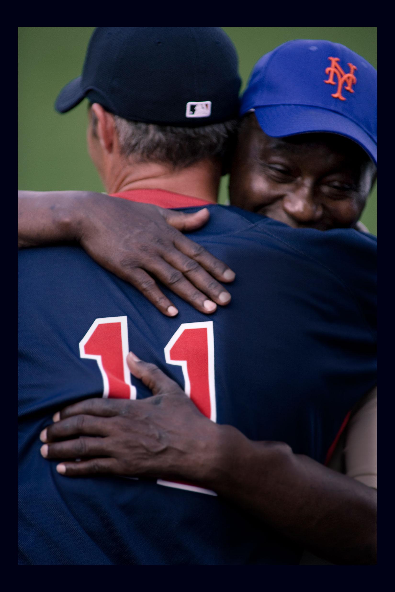 Mets El Papi hugs Red Sox Player