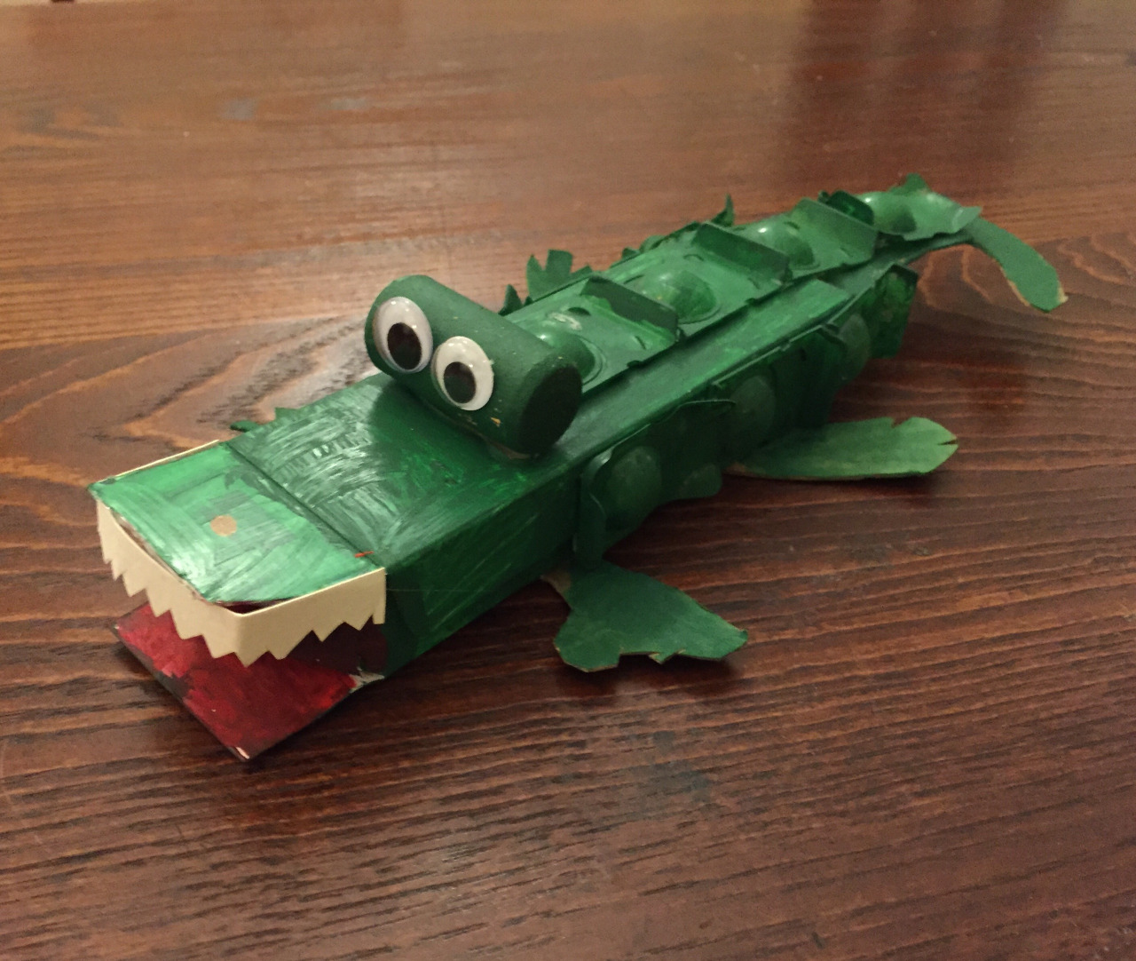 Class 6: Alligator   I wear contact lenses. Daily disposable contact lenses, so each and every day I open up two little plastic pods. The boxes and the pods were crying for another life. Thus, eye present  The Alligator.     Contact lens box   Contact lens pods  Cork  Cardboard