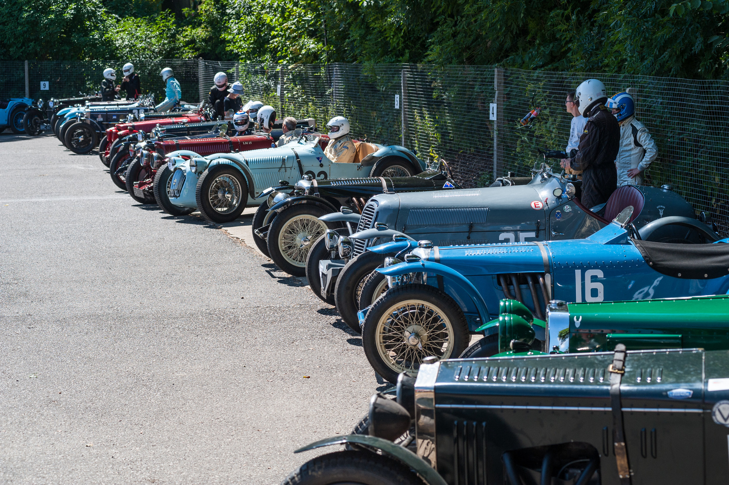 The fine summer continued as our drivers sought shade in assembly:  Peter McFadyen