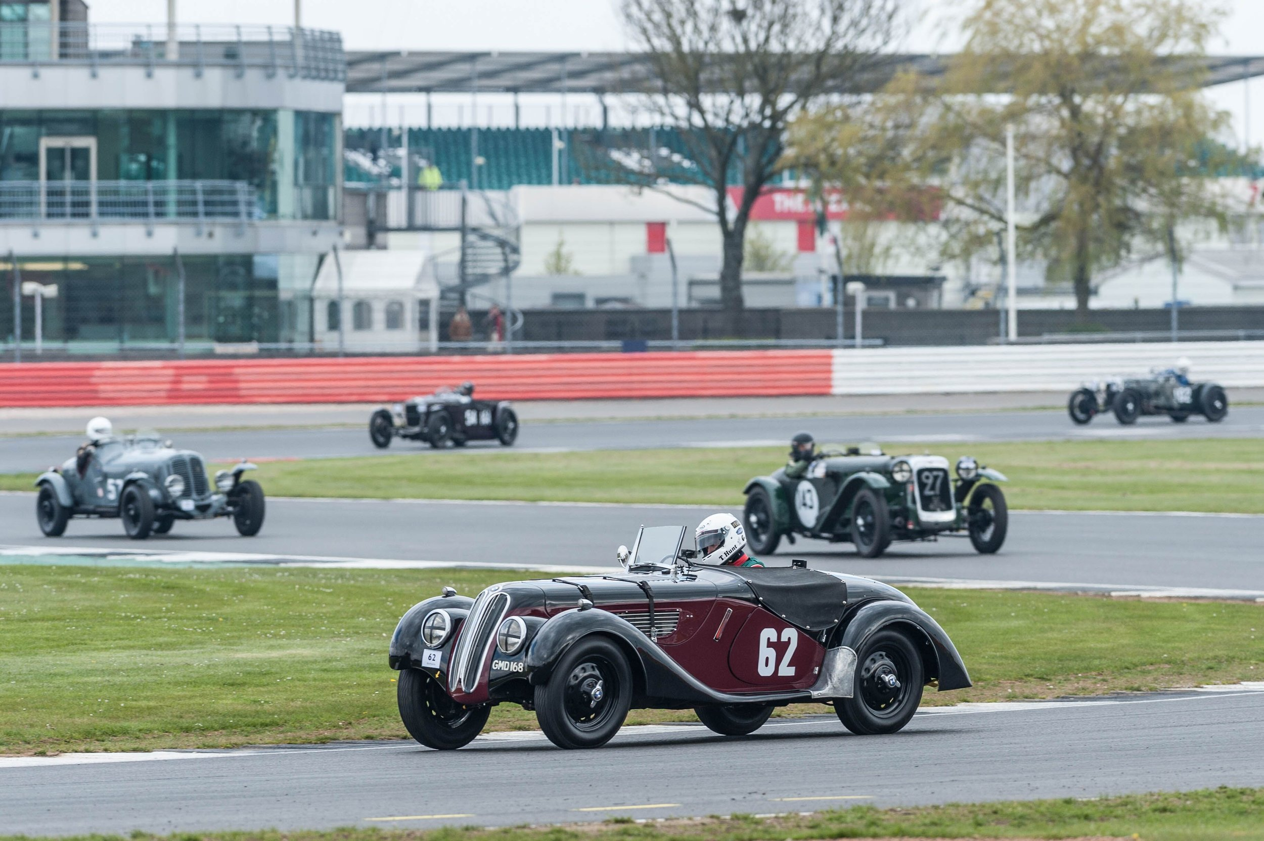 Hunt in the Frazer Nash BMW 328 leads from Brett in the Ballamy Ford V8 and Blakeney Edwards: Hayward appears in the Alvis FD 12/75 (27):  Peter McFadyen