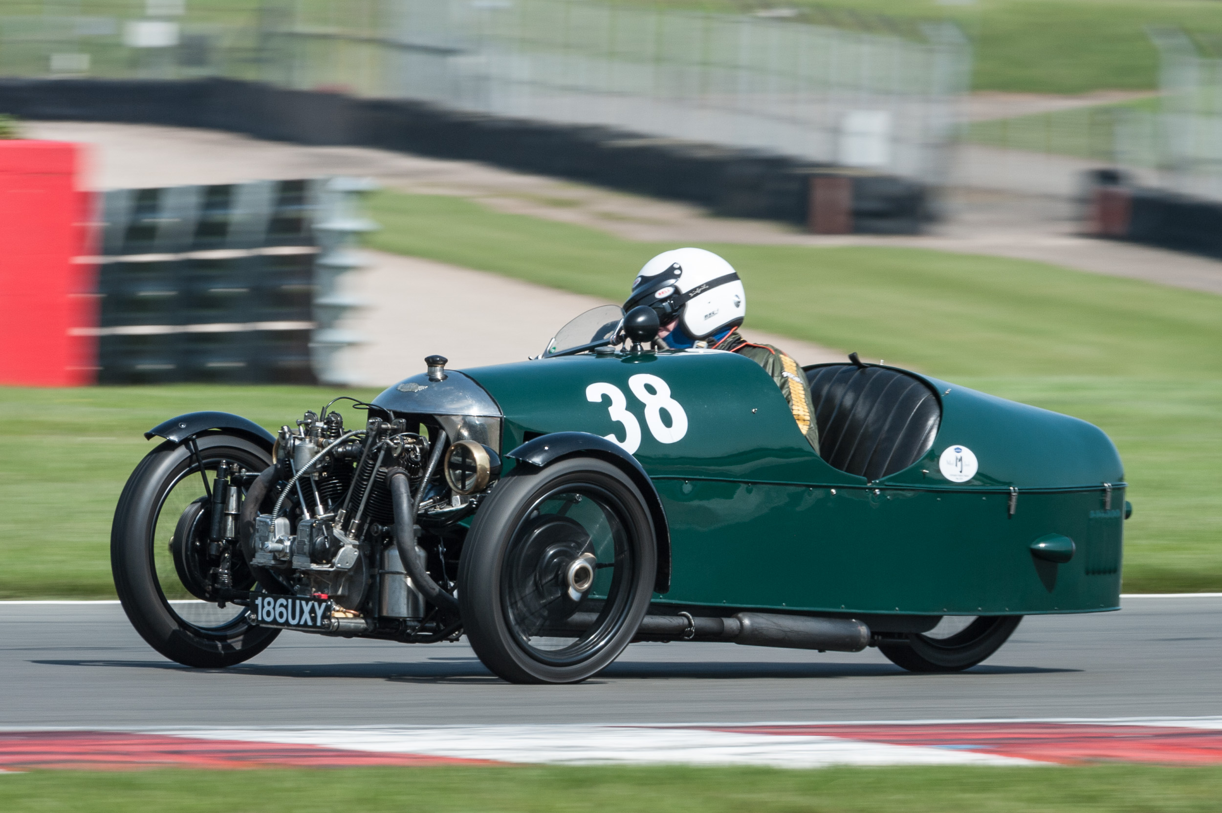Air cooling is good at 32 degrees….Edwards in the Morgan Supersports:  Peter McFadyen