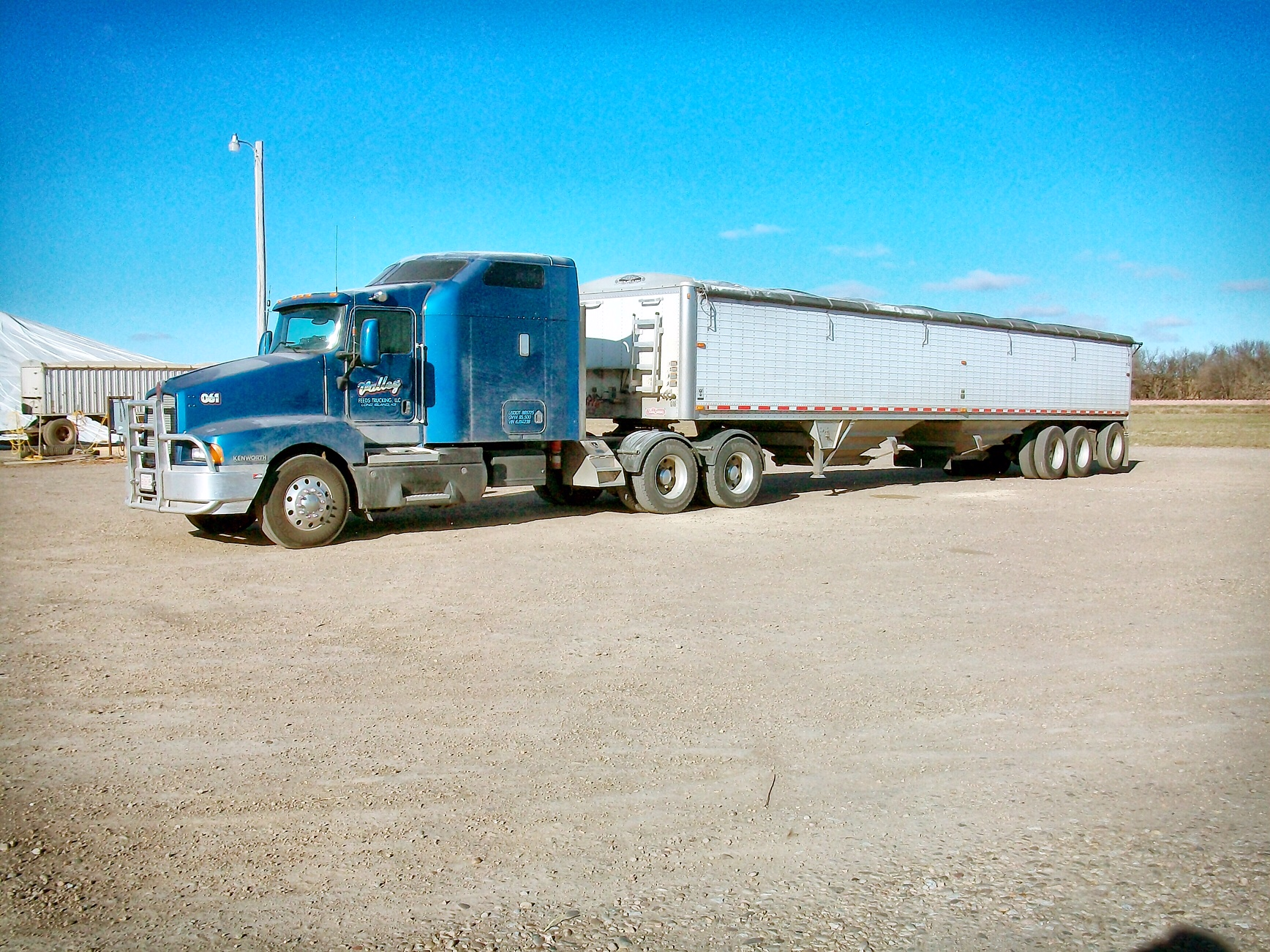 Valley Feeds Trucking