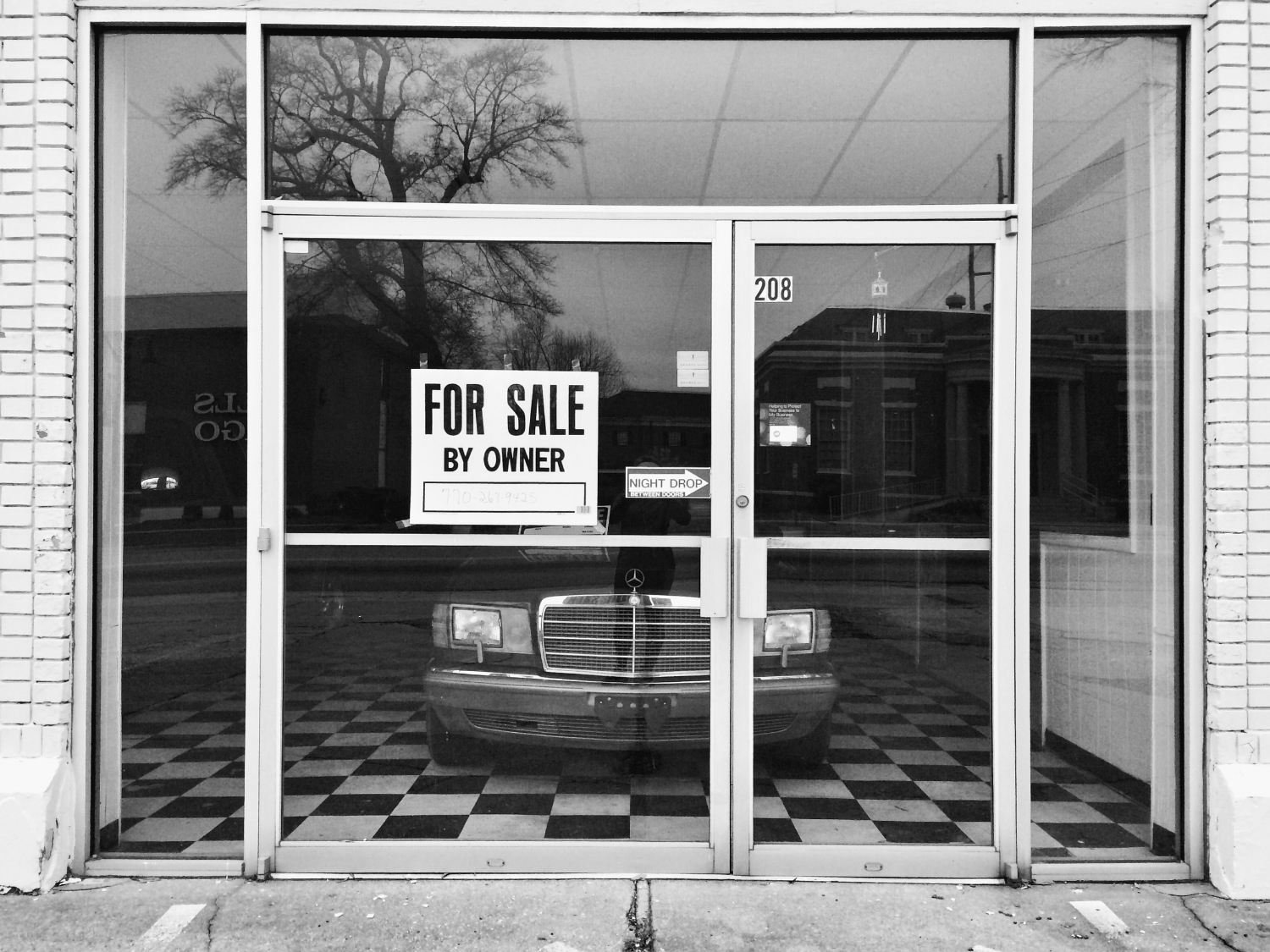 Space for rent and car for sale on Broad Street
