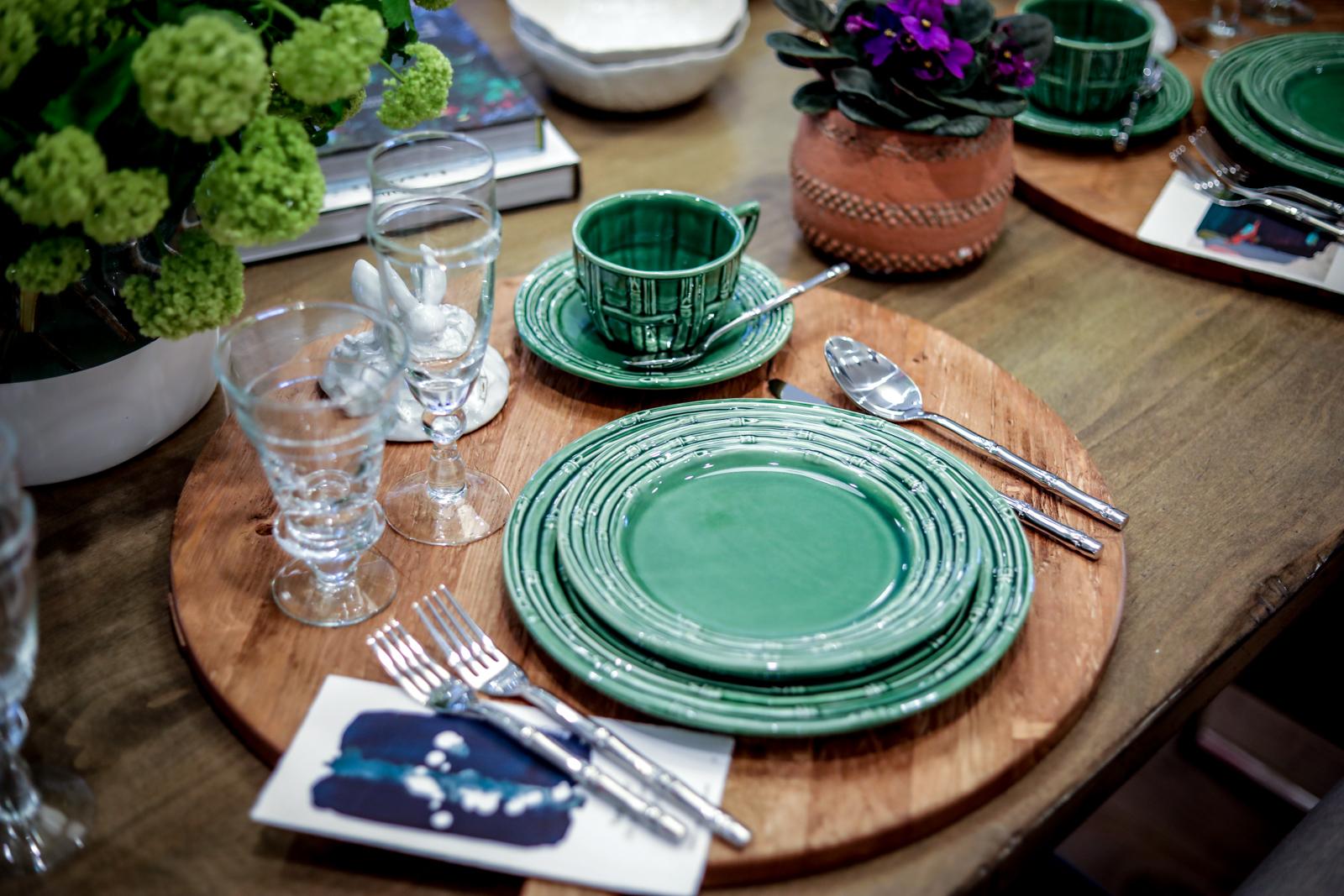 Tablescape-Modern-Spring-Bamboo-Green-Charcuterie-terracotta.jpg