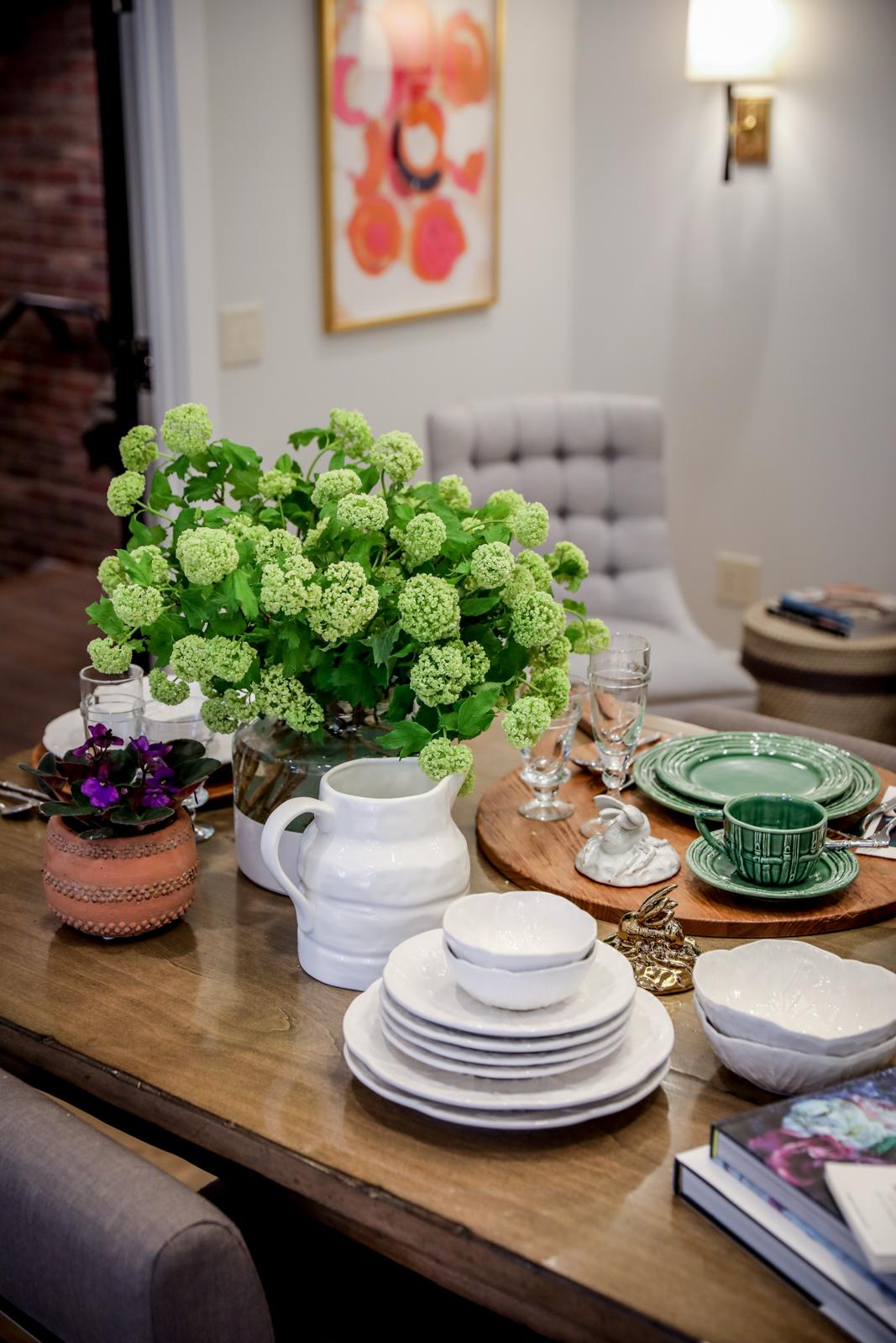 Tablescape-Modern-Spring-Bamboo-Green-Charcuterie-Terracotta-Gold.jpg