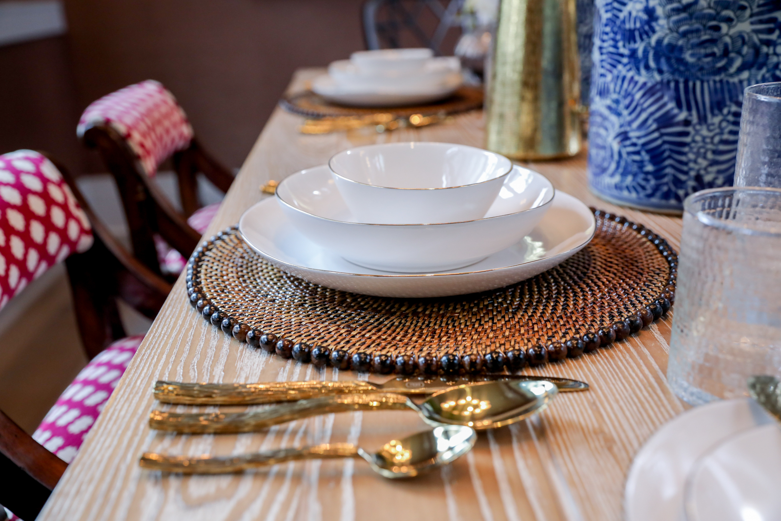 Tablescape-Classic-Blue-White-Gold.jpg