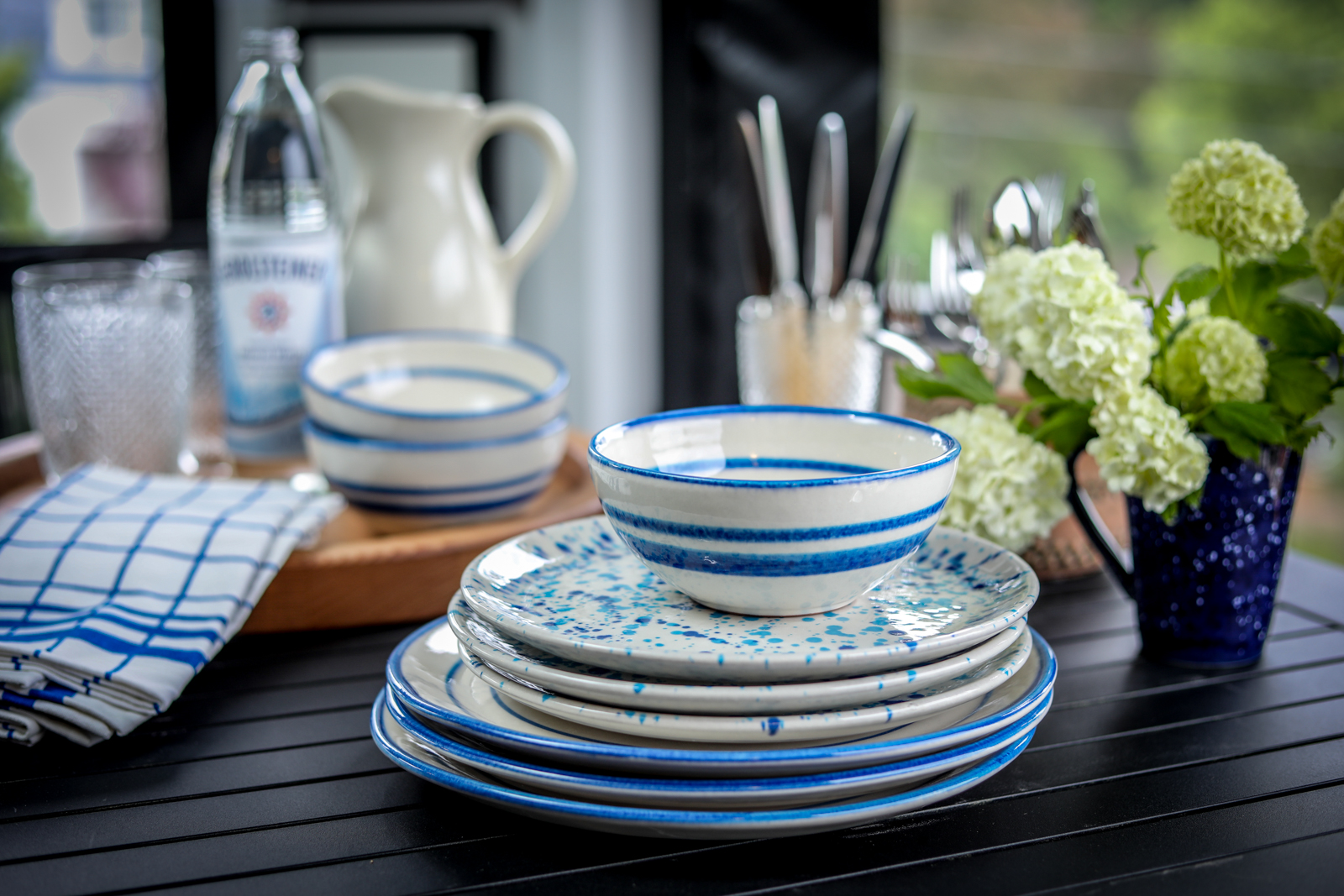 Outdoor-Tablescape-Classic-Blue-White-Living.jpg