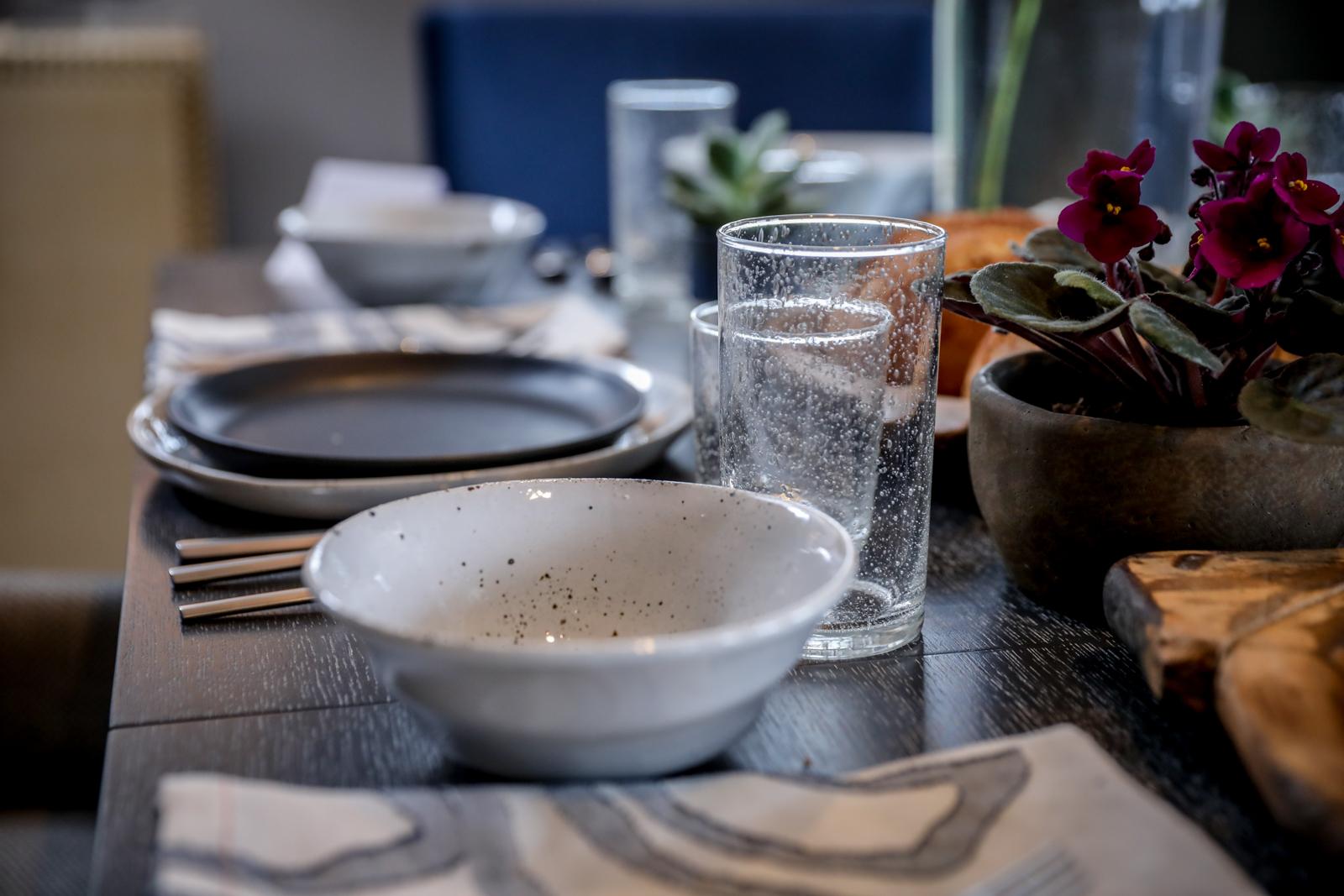 Rustic-Tablescape-Black-White-Bowl-Bubble-Glasses.jpg