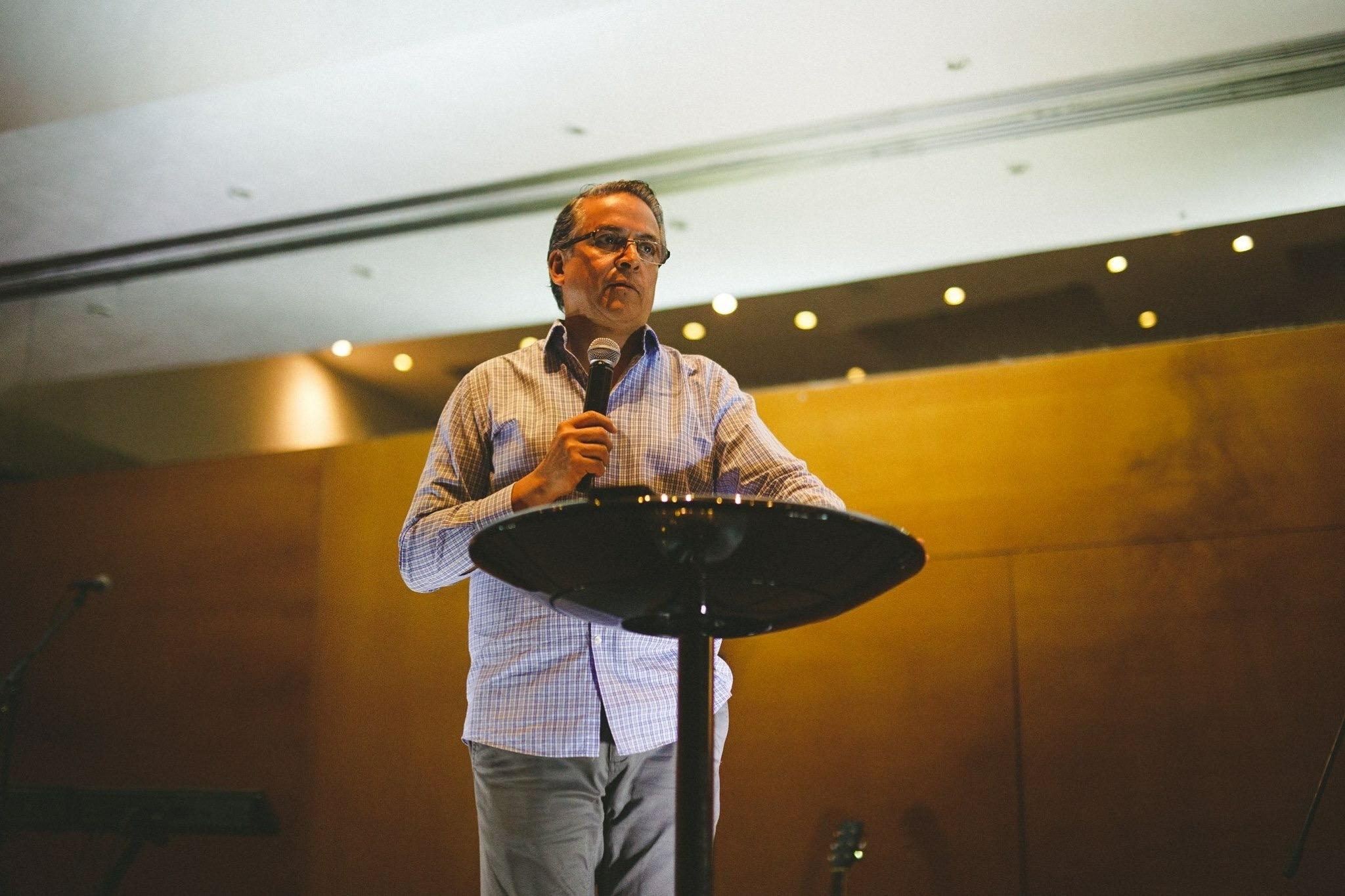 """""""Alpha es una herramienta relevante que logrará tener un impacto increíble en tu vida además de ser muy eficaz para alcanzar a diferentes generaciones.""""    Pastor Ricardo Giacoma    Centro Familiar, Torreón, México"""