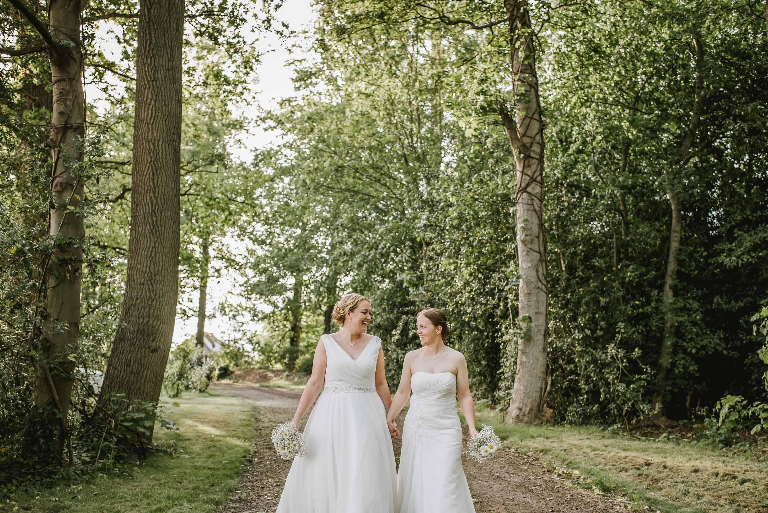 Donington-park-farm-wedding-photography-576.jpg
