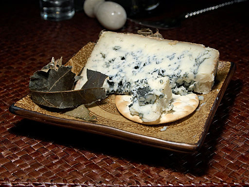 Cabrales_blue_Cheese public.jpg