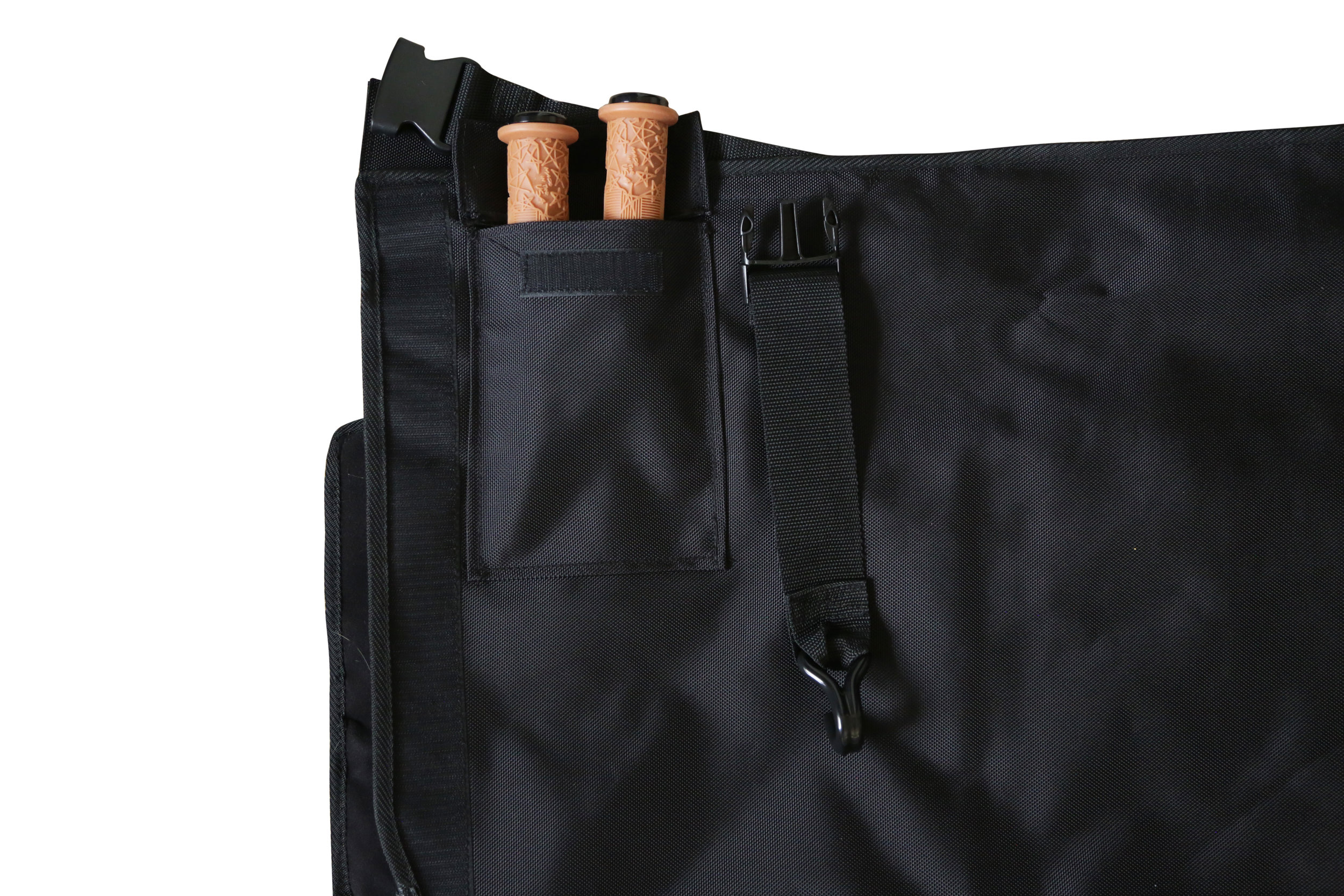 HIDDEN POCKETS - WHEN THE PAD IS CLOSED, OUR STASH POCKETS ARE HIDDEN FROM THIEVES' EYES. ALSO USED TO KEEP SEAT BACK BUCKLES WHEN NOT USING THE BACHELOR PAD CHILL ZONE.