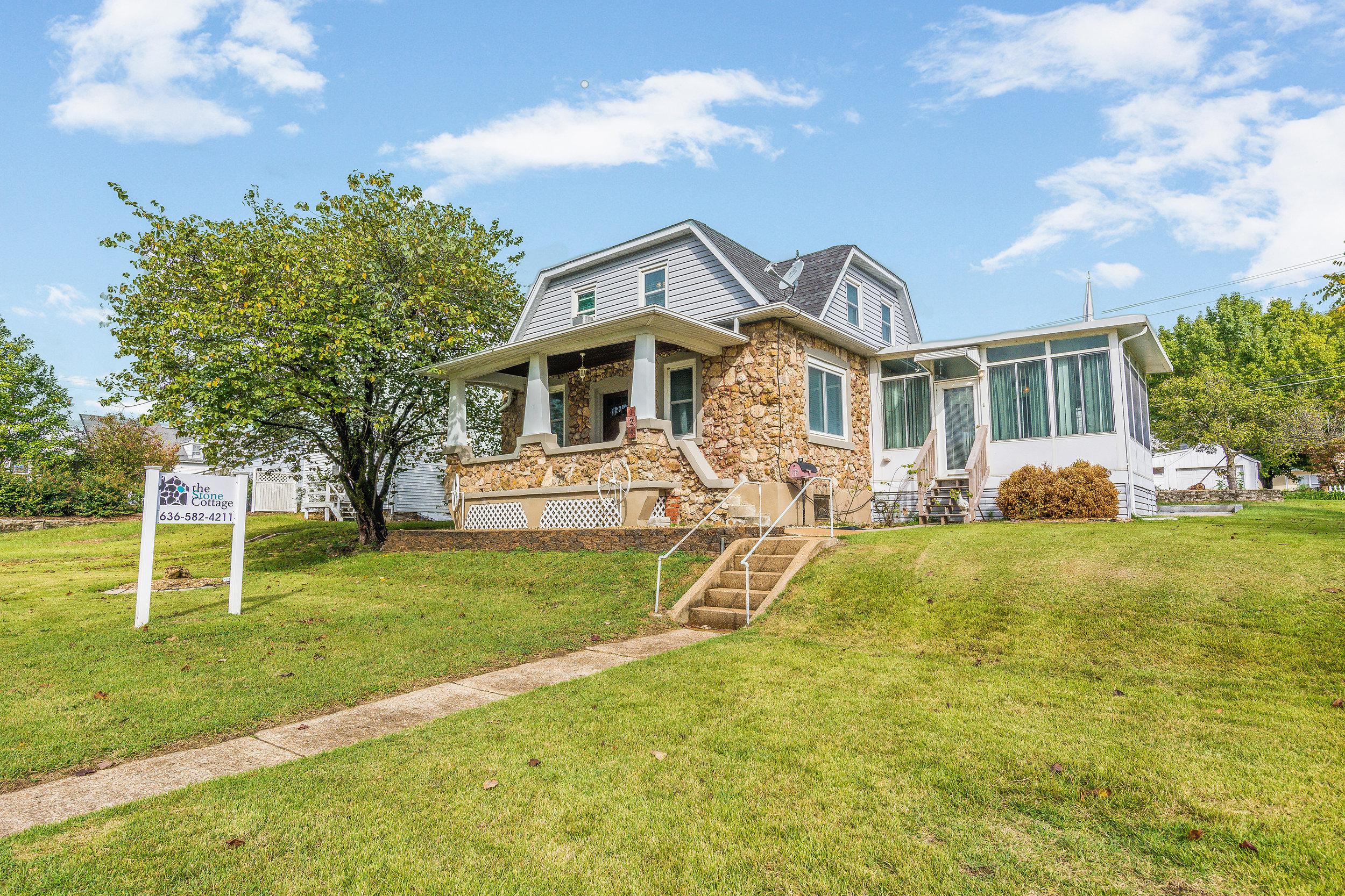 Stone-Cottage-Hermann-Missouri-vacation-rental-01-1002.jpg