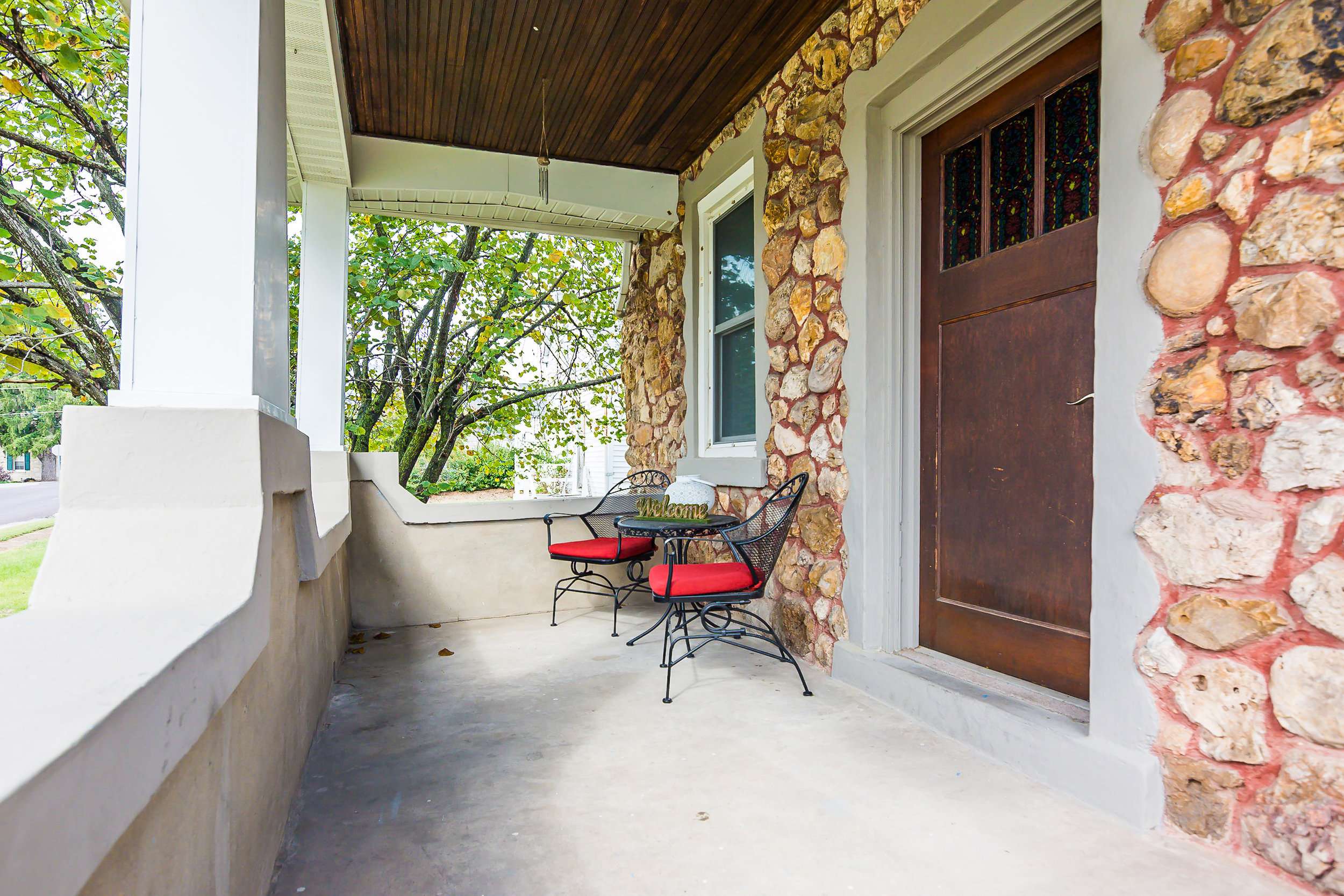 Stone-Cottage-Hermann-Missouri-vacation-rental-02-1003.jpg