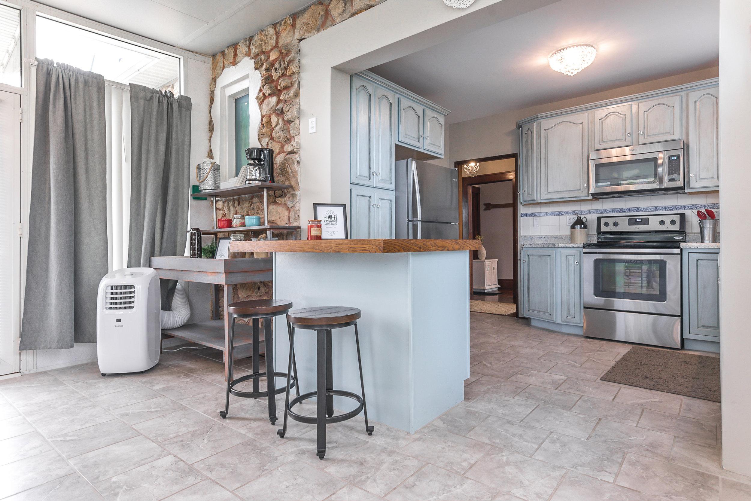 Stone-Cottage-Hermann-Missouri-vacation-rental-06-1082.jpg