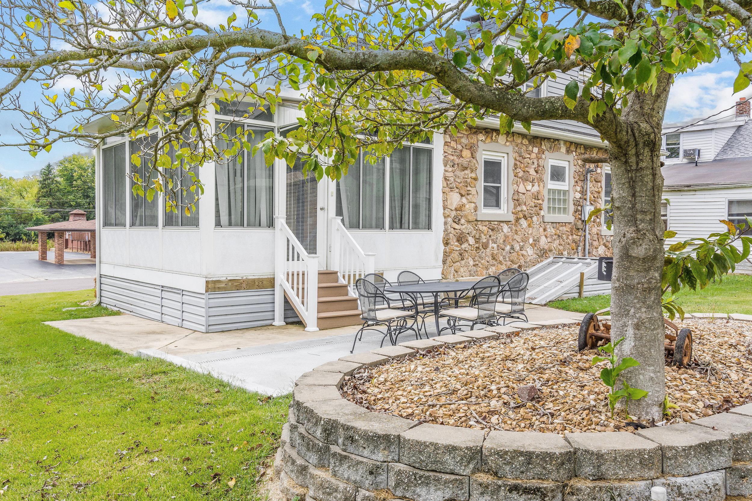 Stone-Cottage-Hermann-Missouri-vacation-rental-13-1116.jpg