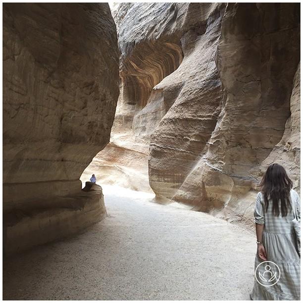 Petra. One of the many historical sights in Jordan. One of the world's 7 new wonders - and it really is! Link in BIO  #jordan #zenluxurytravels #healthyholidays #travel #instatravel #tourism #passportready #travelblogger #wanderlust #ilovetravel #writetotravel #instatraveling #instavacation #instapassport #postcardsfromtheworld #traveldeeper #travelling #trip #traveltheworld #igtravel #getaway #instago #travelgram #holiday #globetrotter #changebeginshere #rejsemedsjæl #sundhedsrejser